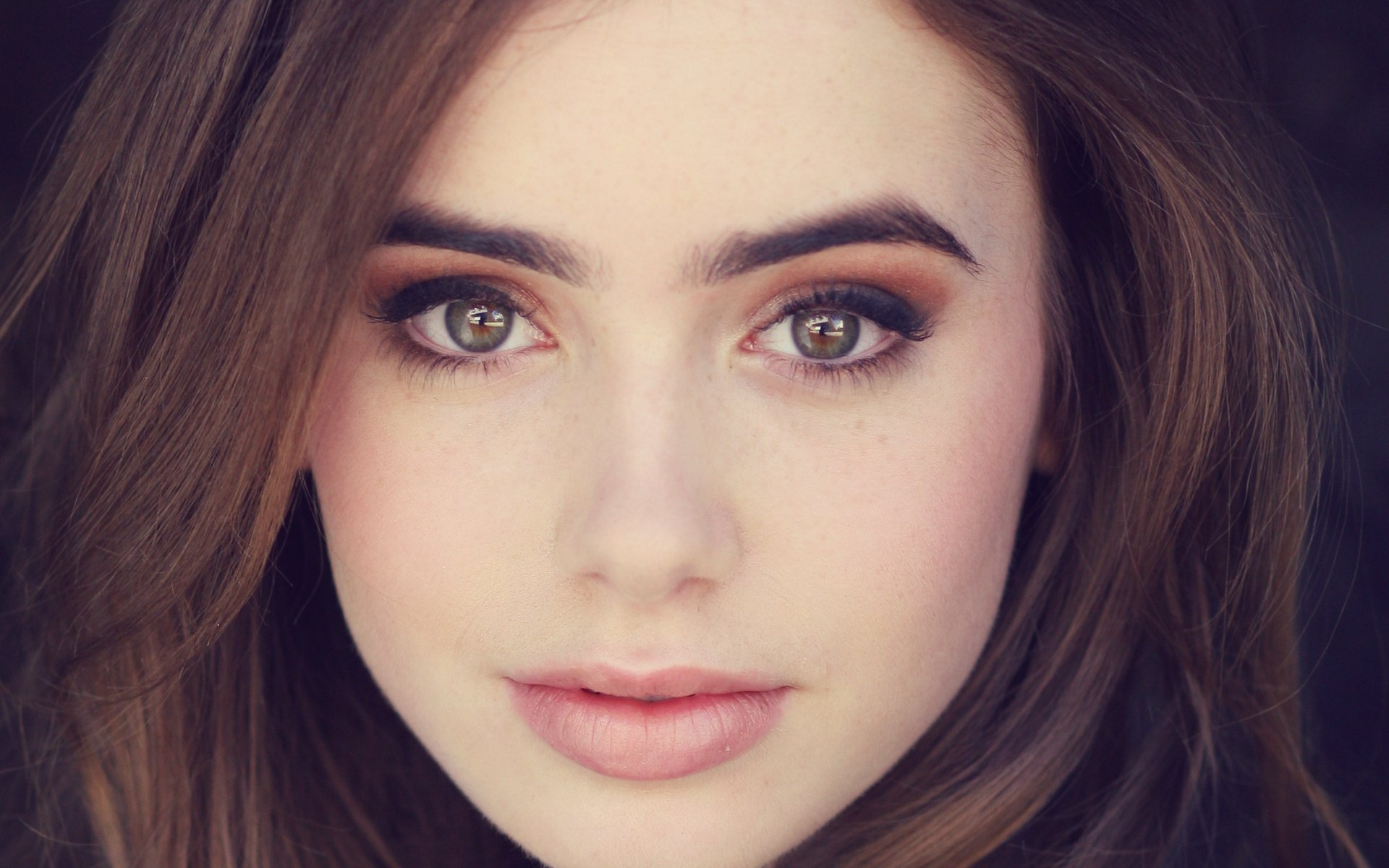 1920x1200 - Lily Collins Wallpapers 4