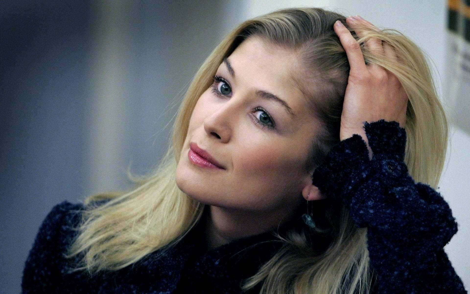 1920x1200 - Rosamund Pike Wallpapers 1
