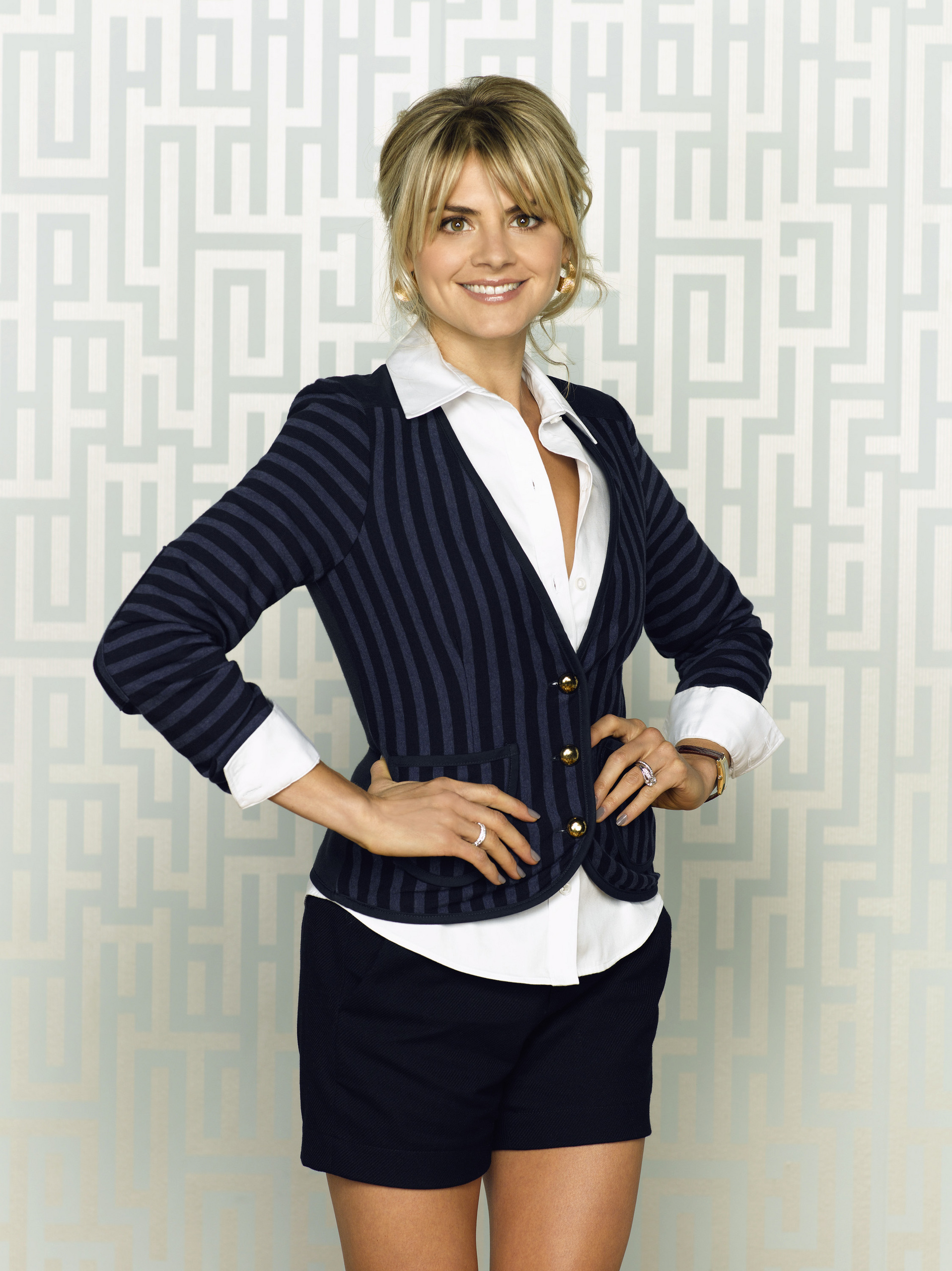 1917x2560 - Eliza Coupe Wallpapers 20