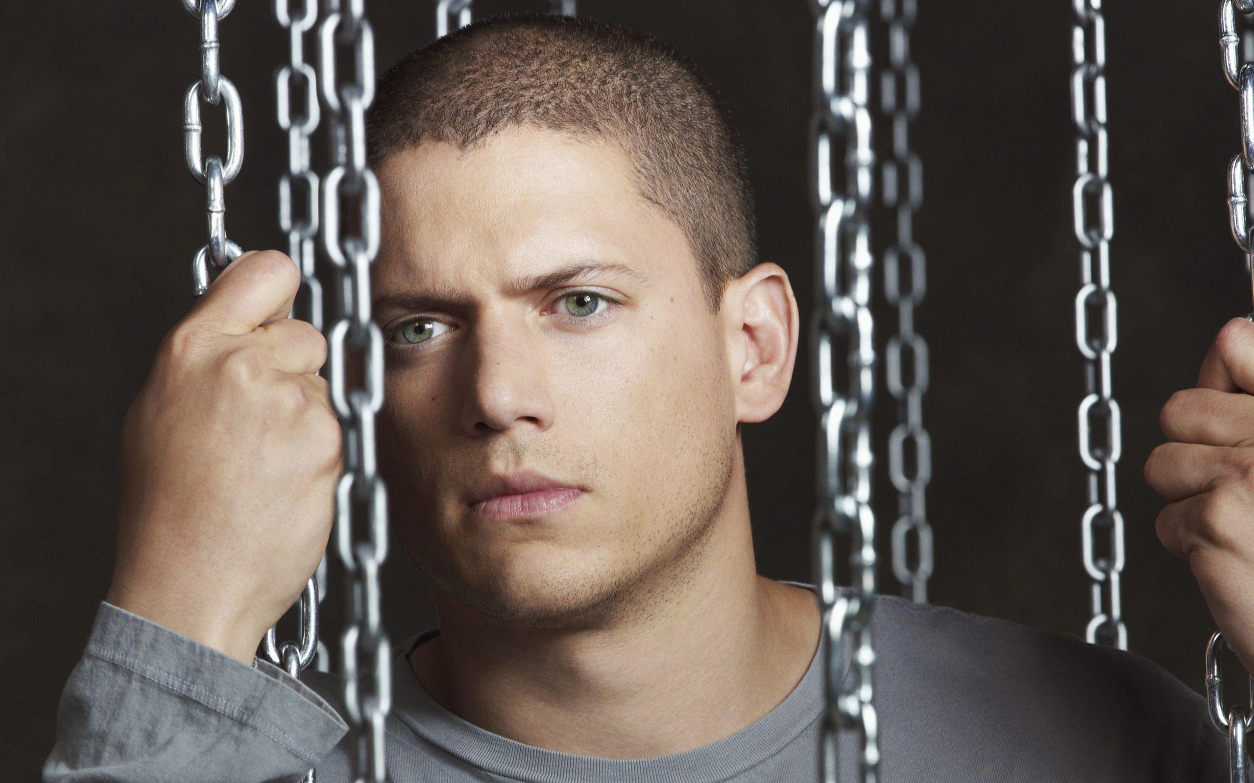 2560x1600 - Wentworth Miller Wallpapers 7
