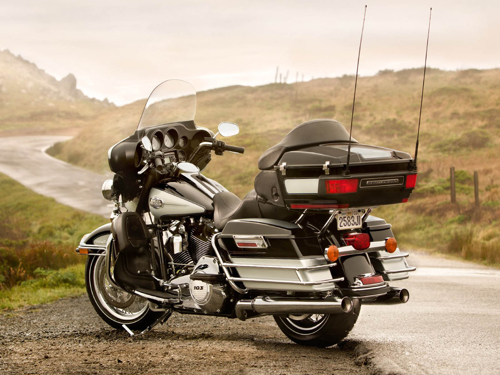 1600x1200 - Harley-Davidson Electra Glide Ultra Classic Wallpapers 14