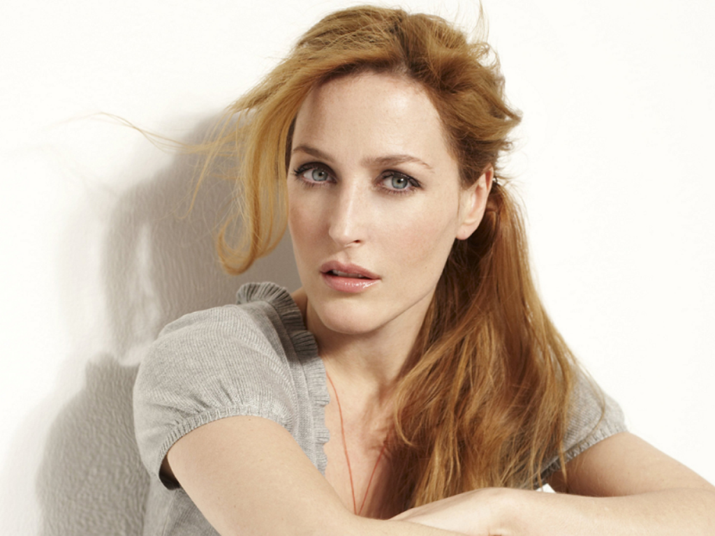 1024x768 - Gillian Anderson Wallpapers 11