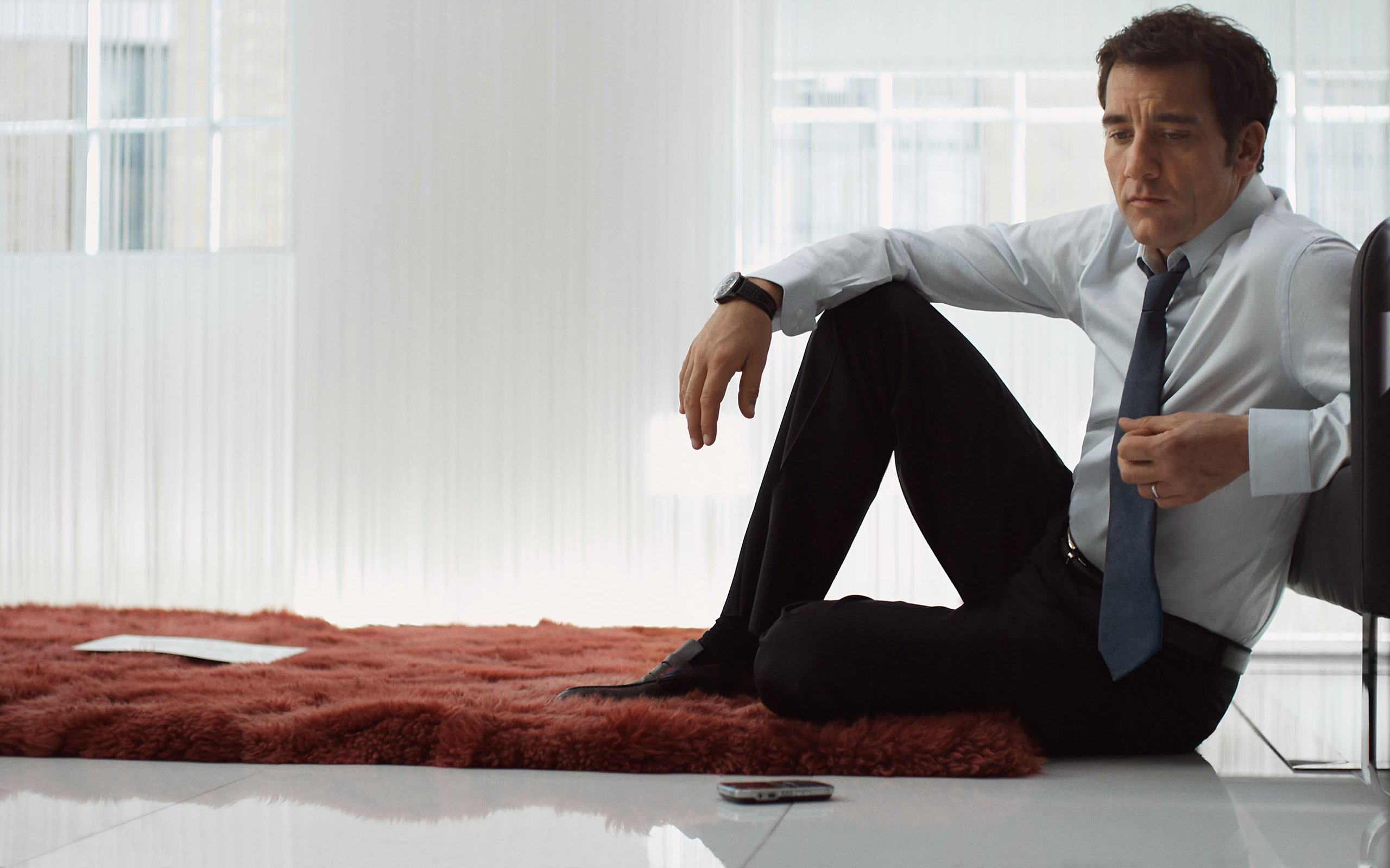 2560x1600 - Clive Owen  Wallpapers 19