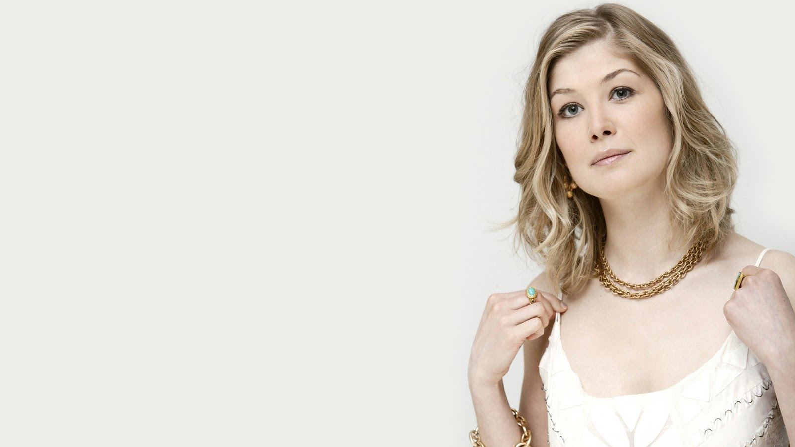 1600x900 - Rosamund Pike Wallpapers 31
