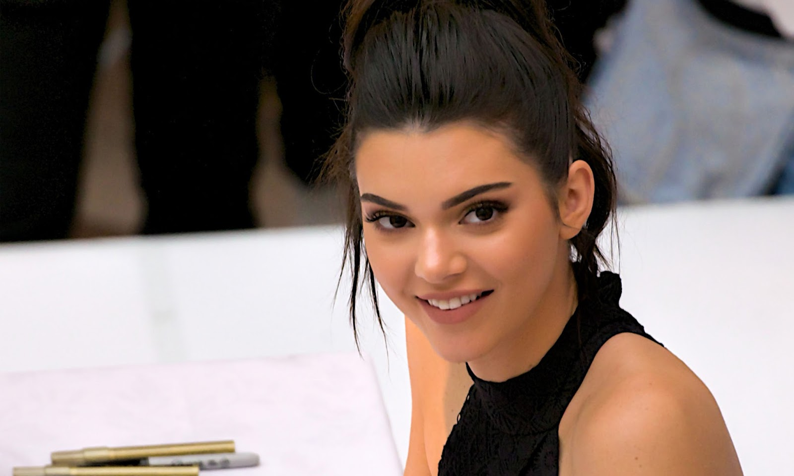 1600x960 - Kendall Jenner Wallpapers 13