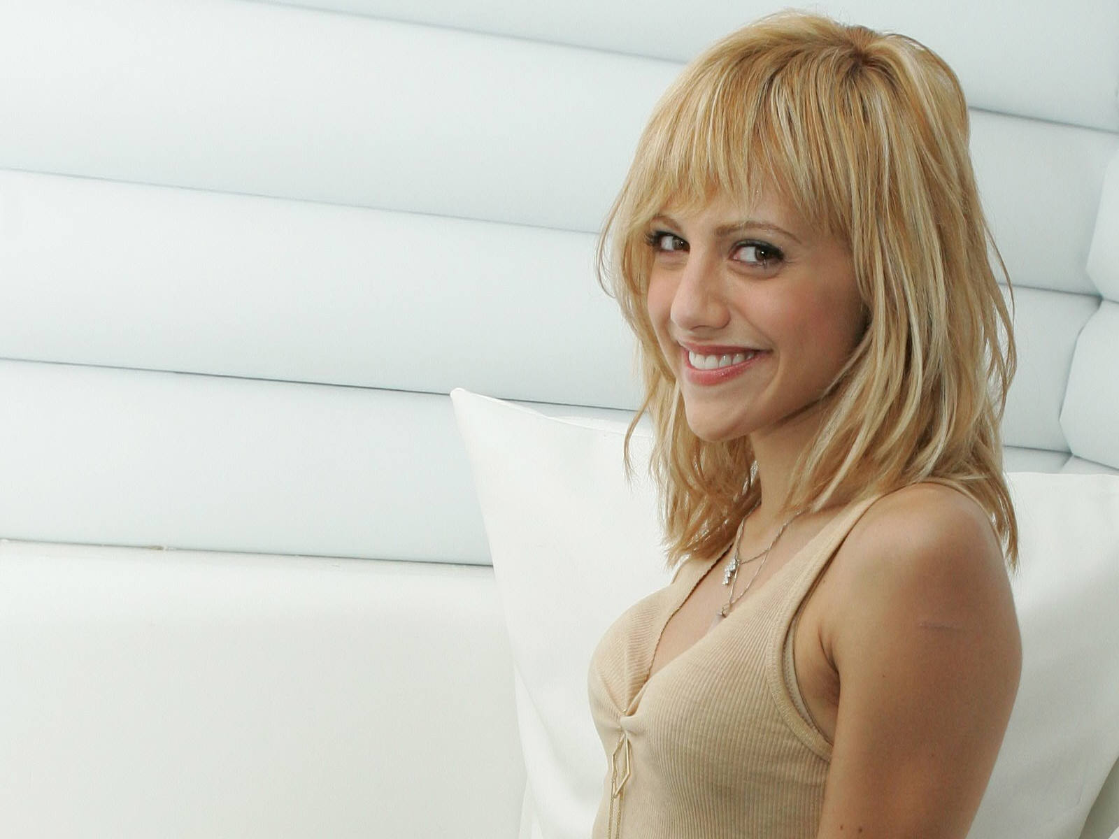 1600x1200 - Brittany Murphy Wallpapers 21