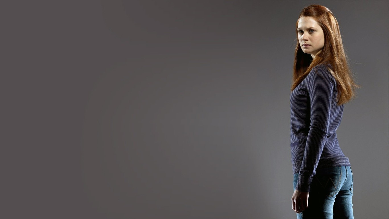 1366x768 - Bonnie Wright Wallpapers 18