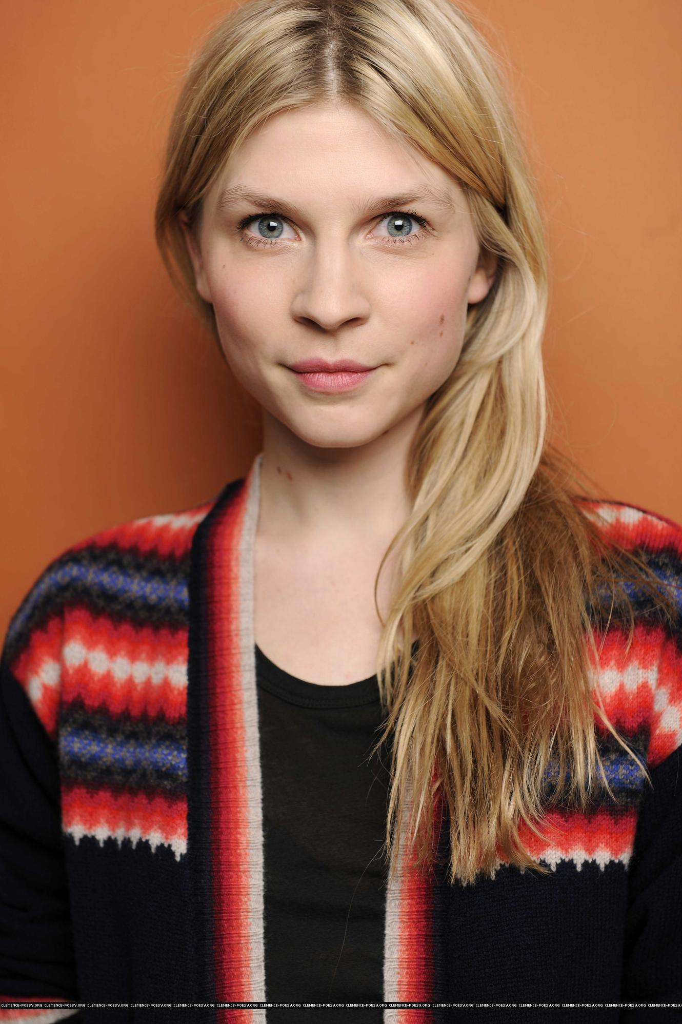 1330x1996 - Clemence Poesy Wallpapers 21