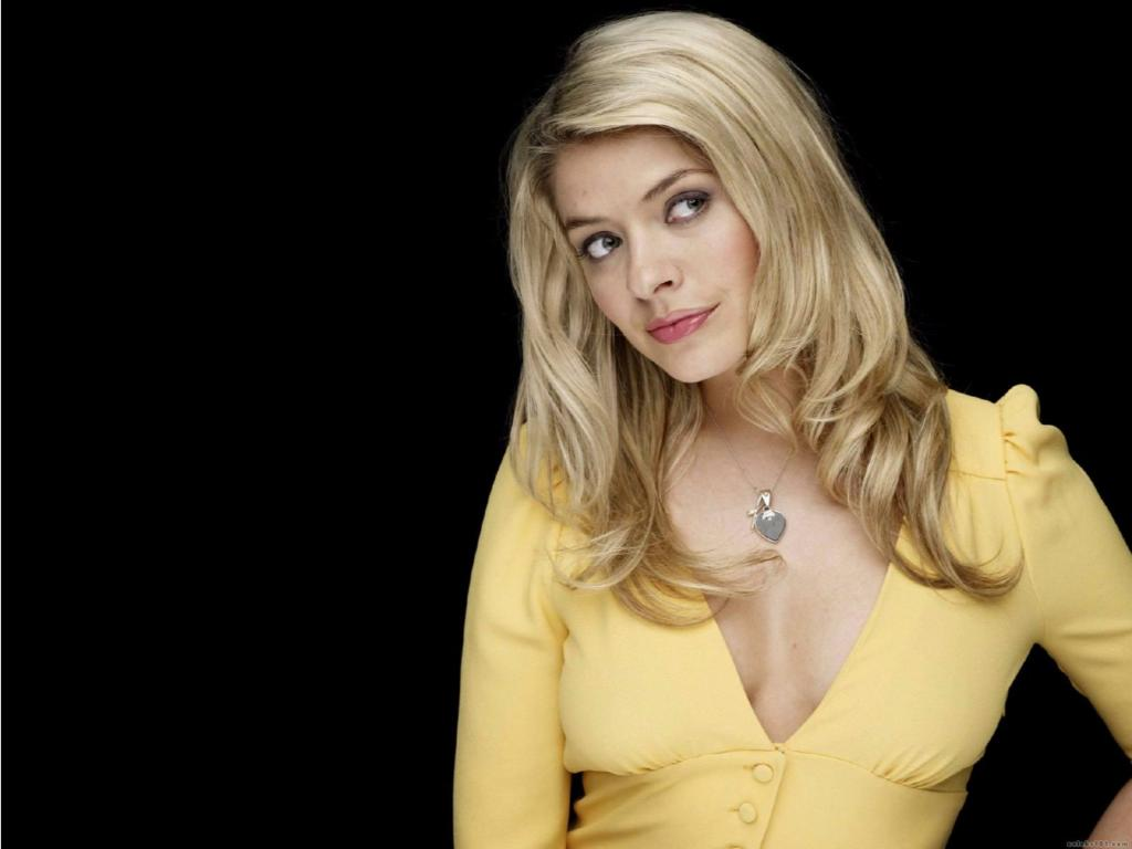 1024x768 - Holly Willoughby Wallpapers 30