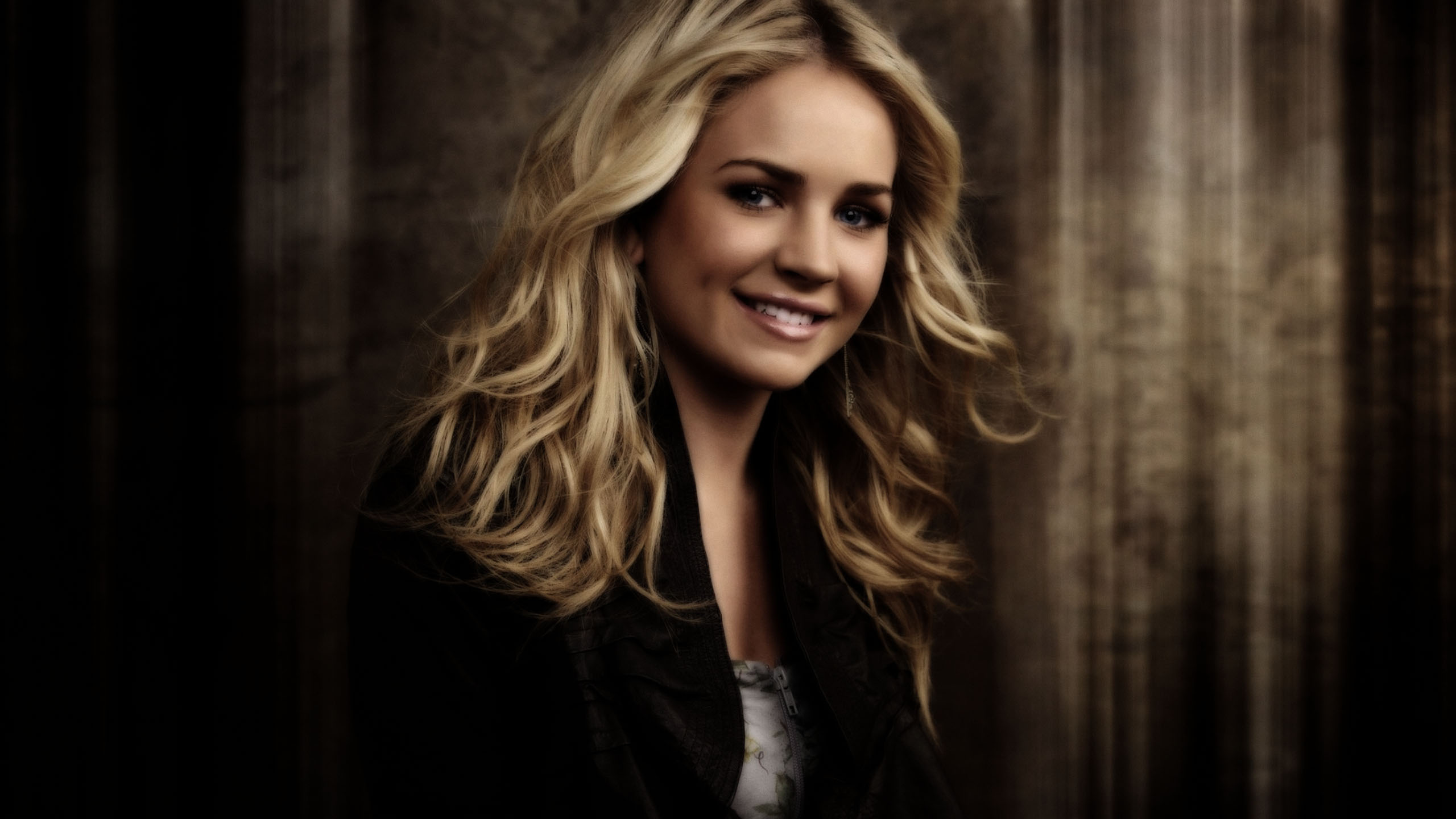 2560x1440 - Brittany Robertson Wallpapers 10
