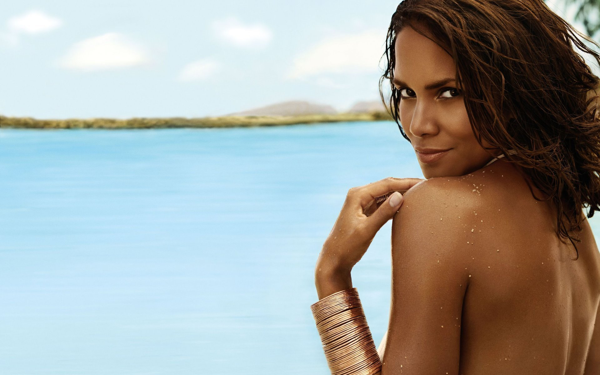 1920x1200 - Halle Berry Wallpapers 23