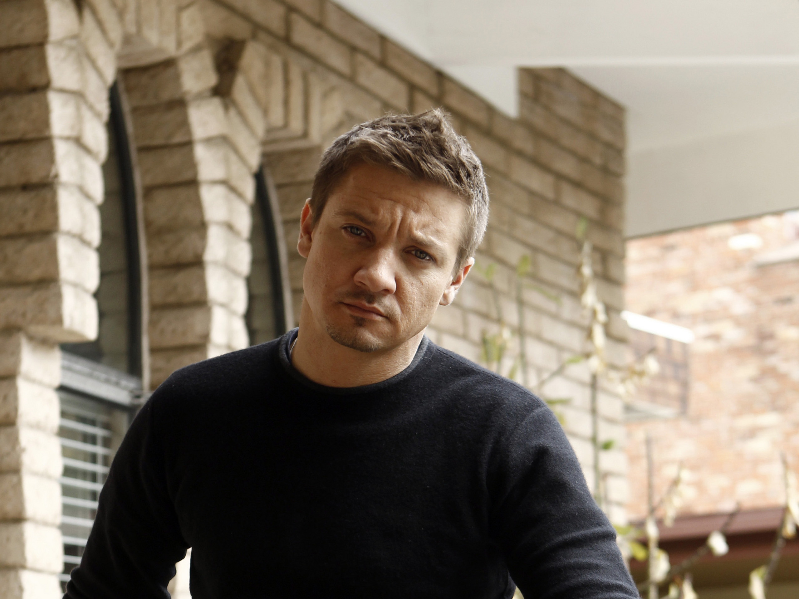 2560x1920 - Jeremy Renner Wallpapers 10