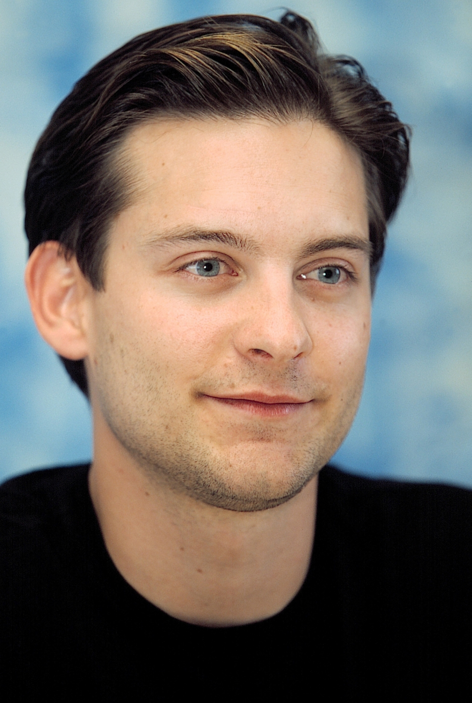 936x1392 - Tobey Maguire Wallpapers 16