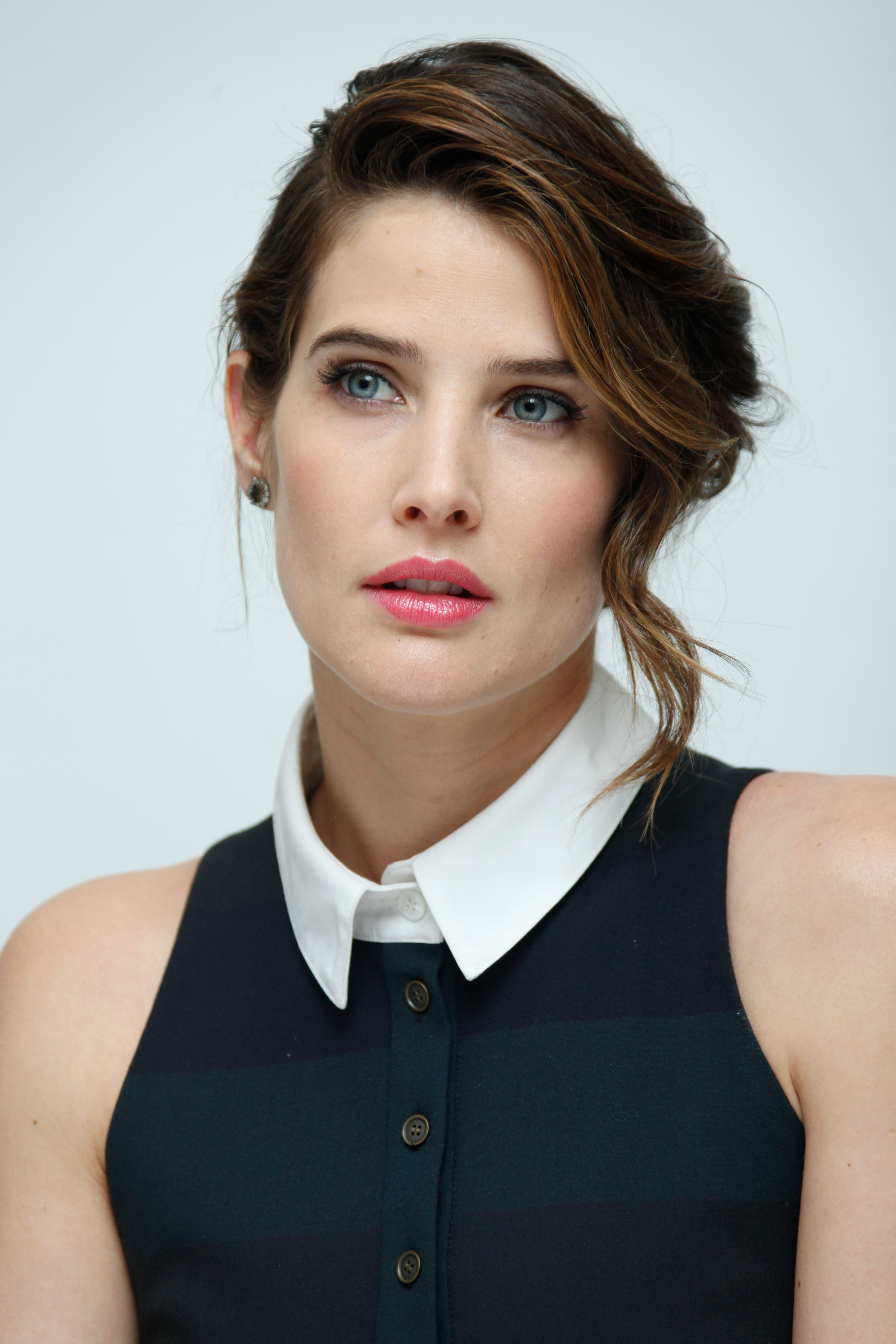 3744x5616 - Cobie Smulders Wallpapers 15