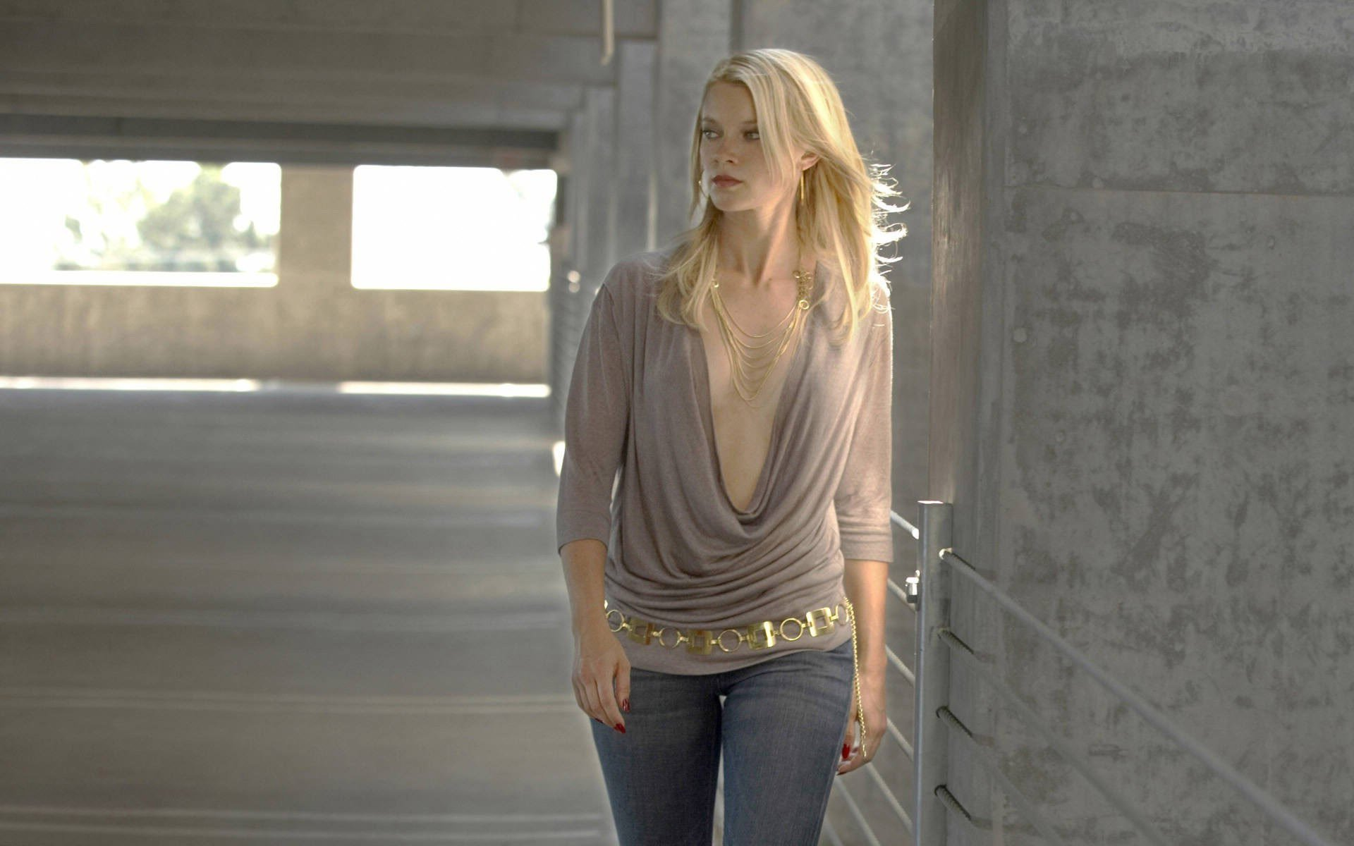 1920x1200 - Amy Smart Wallpapers 6