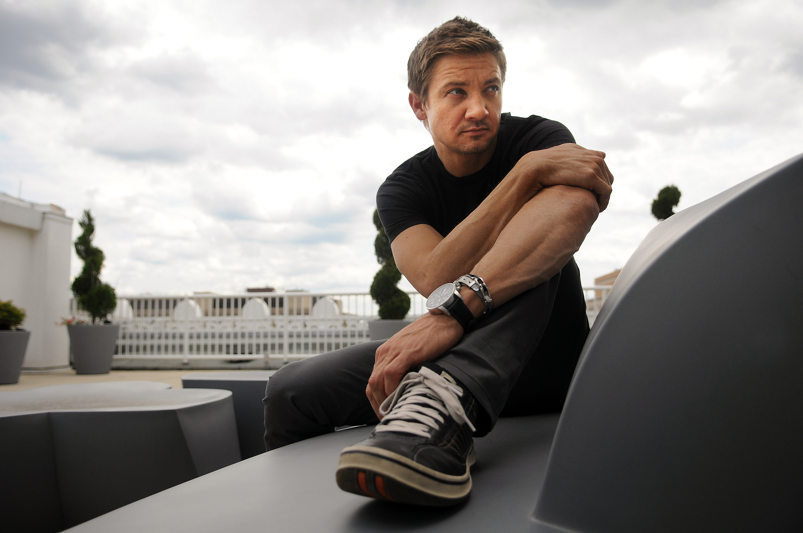2560x1700 - Jeremy Renner Wallpapers 12