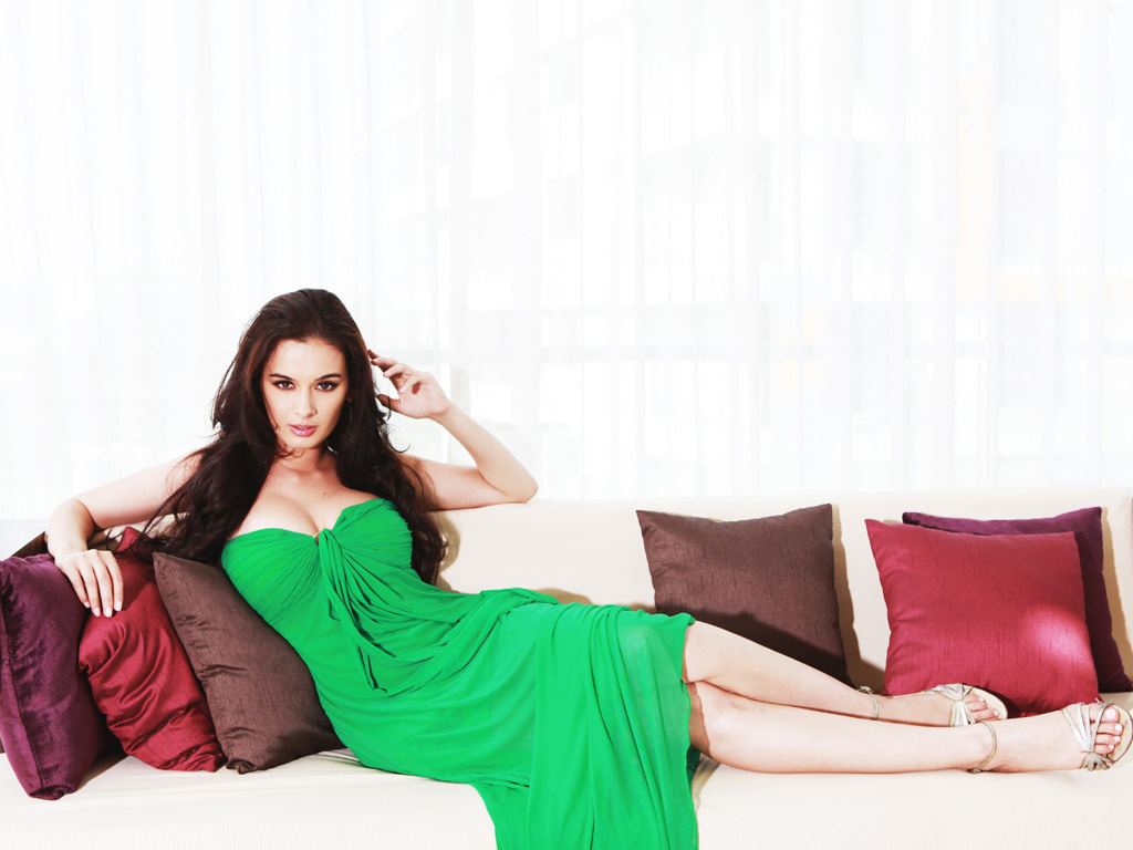 1024x768 - Evelyn Sharma Wallpapers 29