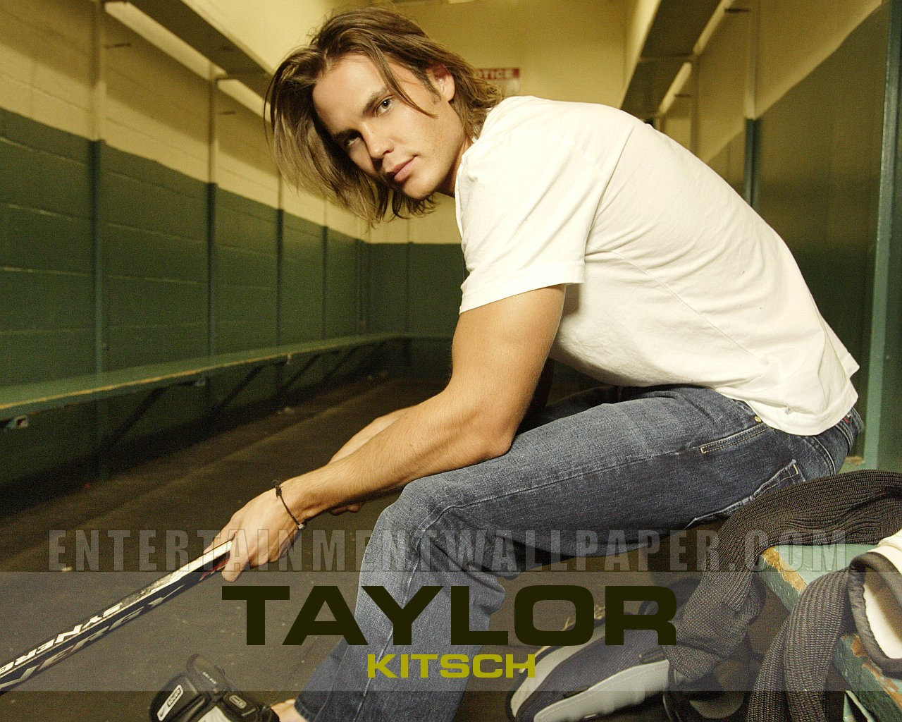 1280x1024 - Taylor Kitsch Wallpapers 24