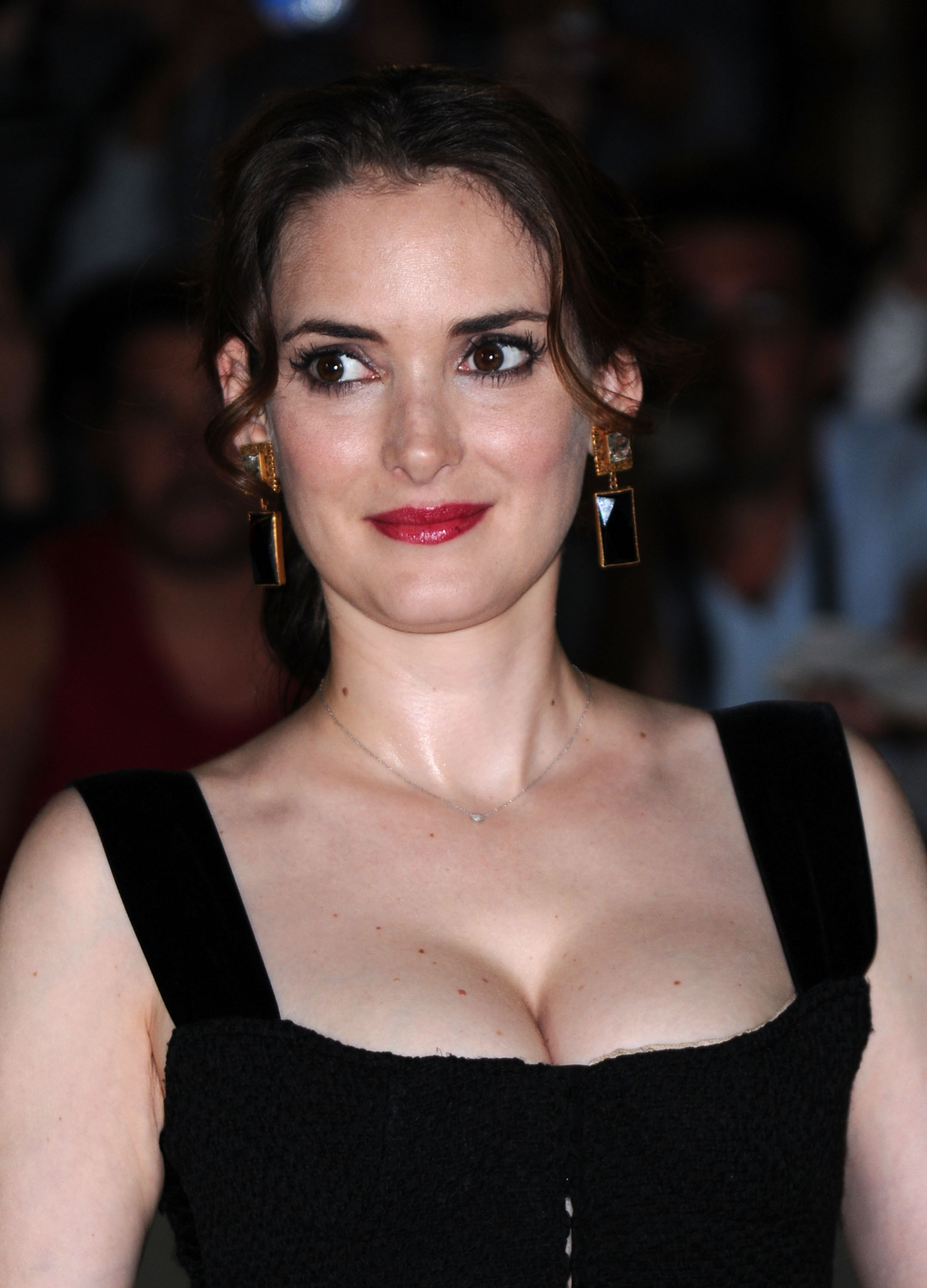 2158x3000 - Winona Ryder Wallpapers 21