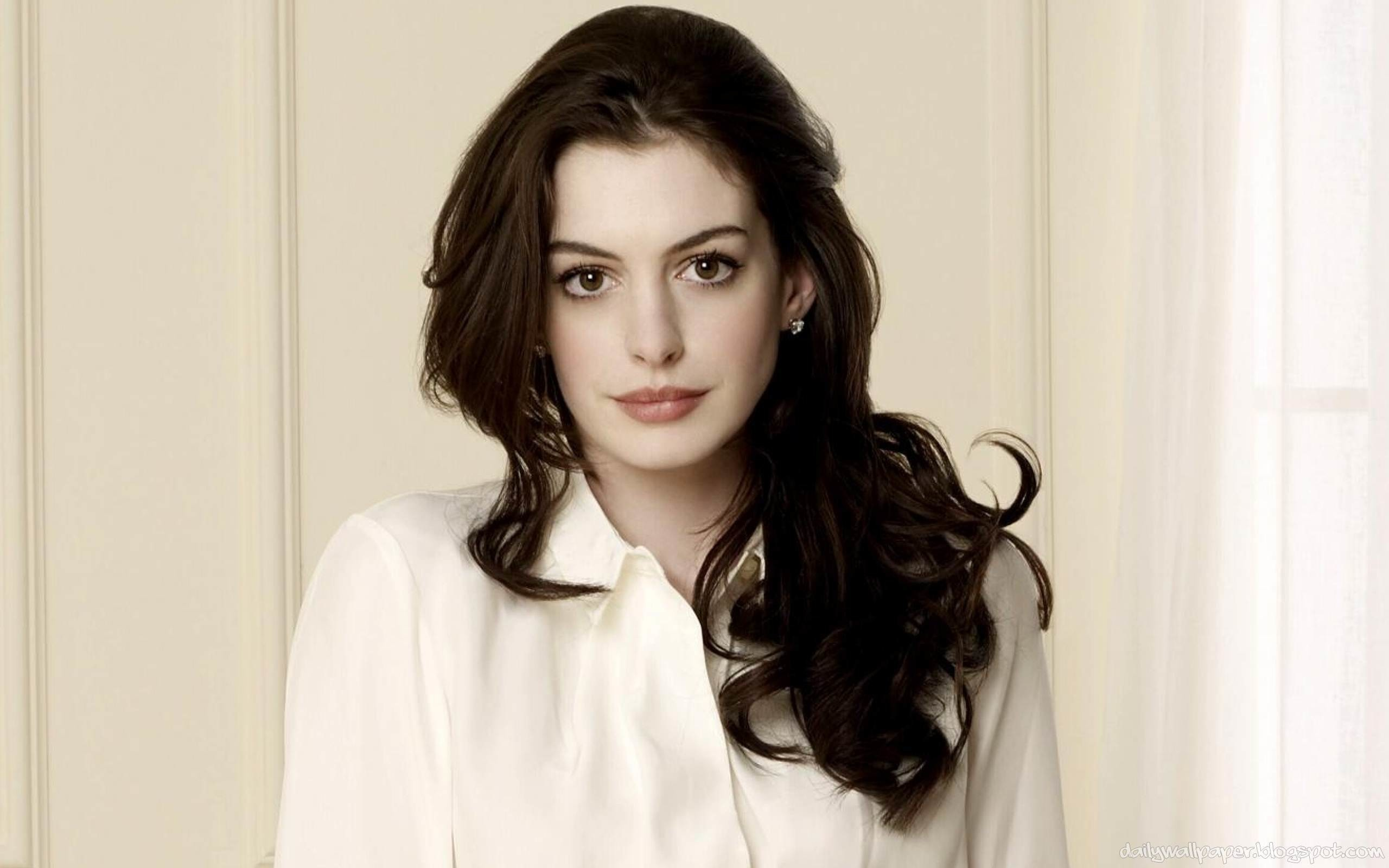 2560x1600 - Anne Hathaway Wallpapers 4