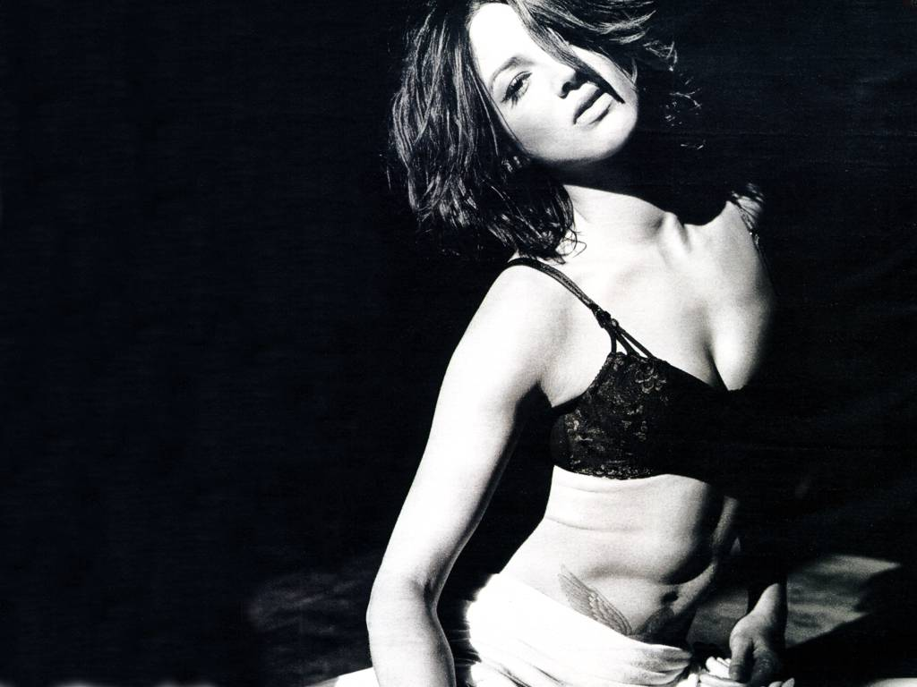 1024x768 - Asia Argento Wallpapers 26