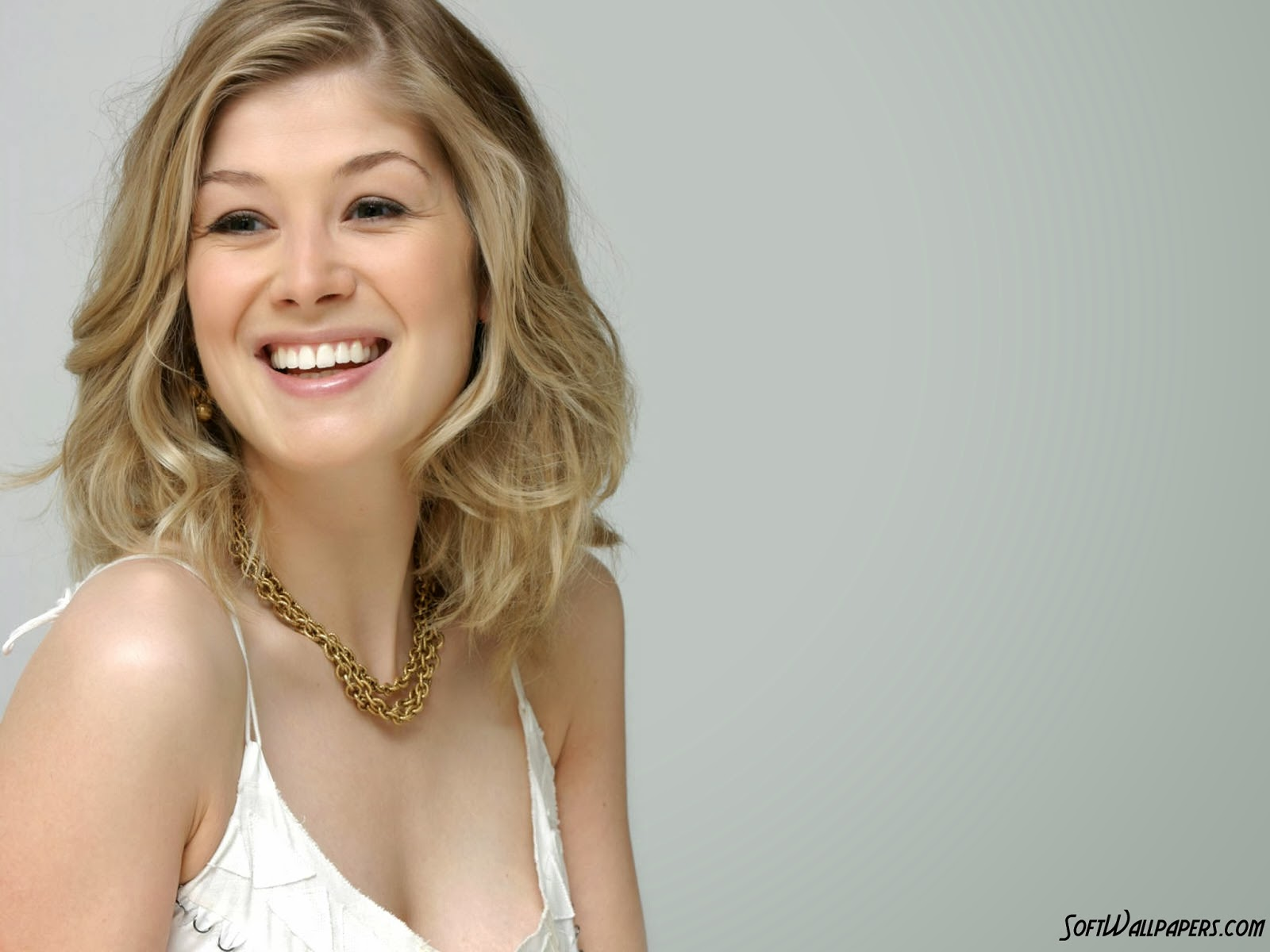 1600x1200 - Rosamund Pike Wallpapers 2