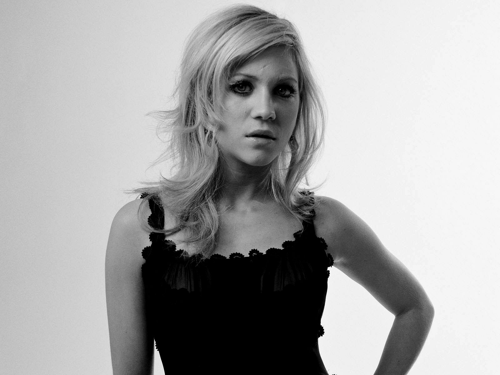 1600x1200 - Brittany Snow Wallpapers 11