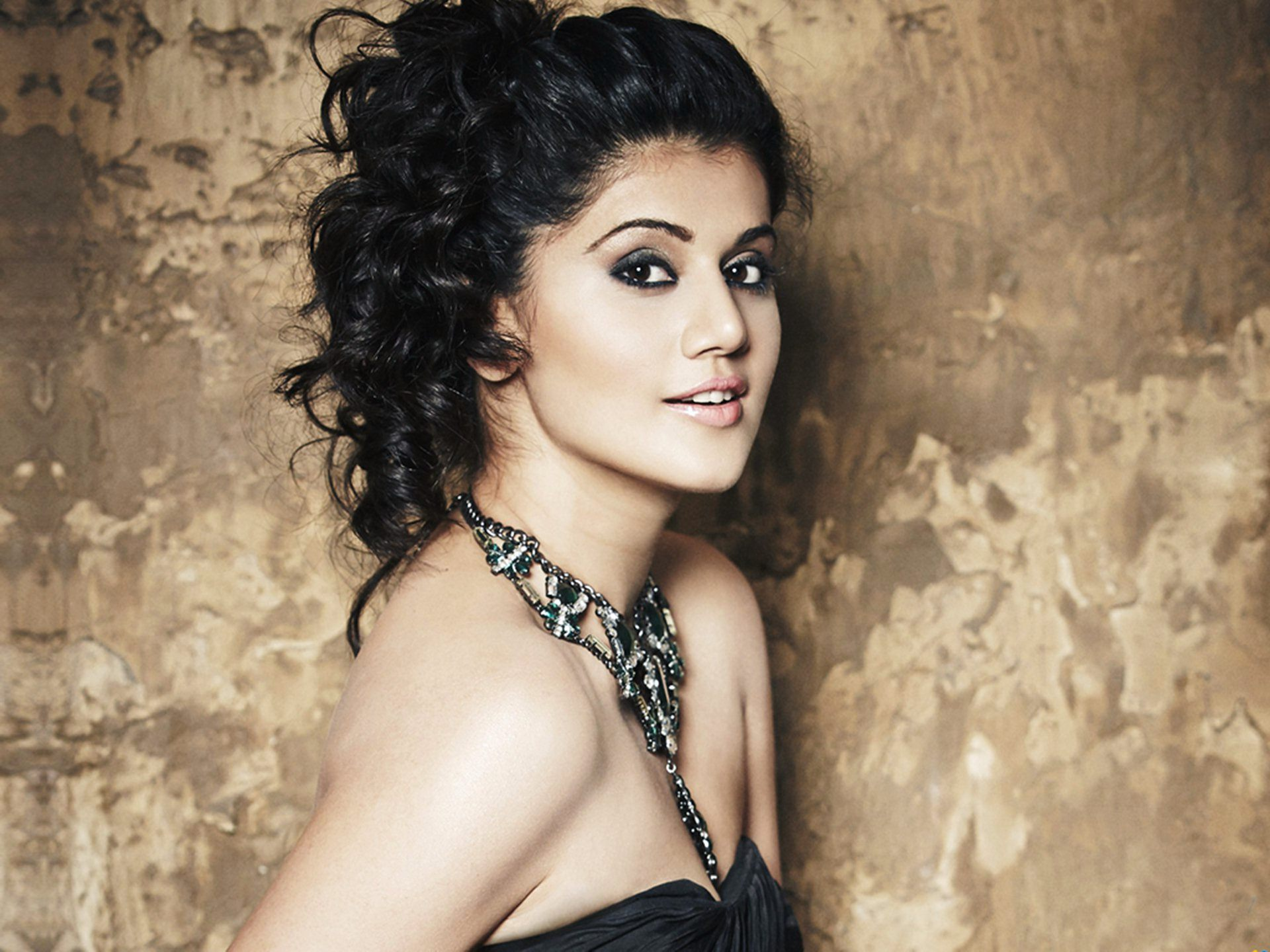1920x1440 - Tapsee pannu Wallpapers 32