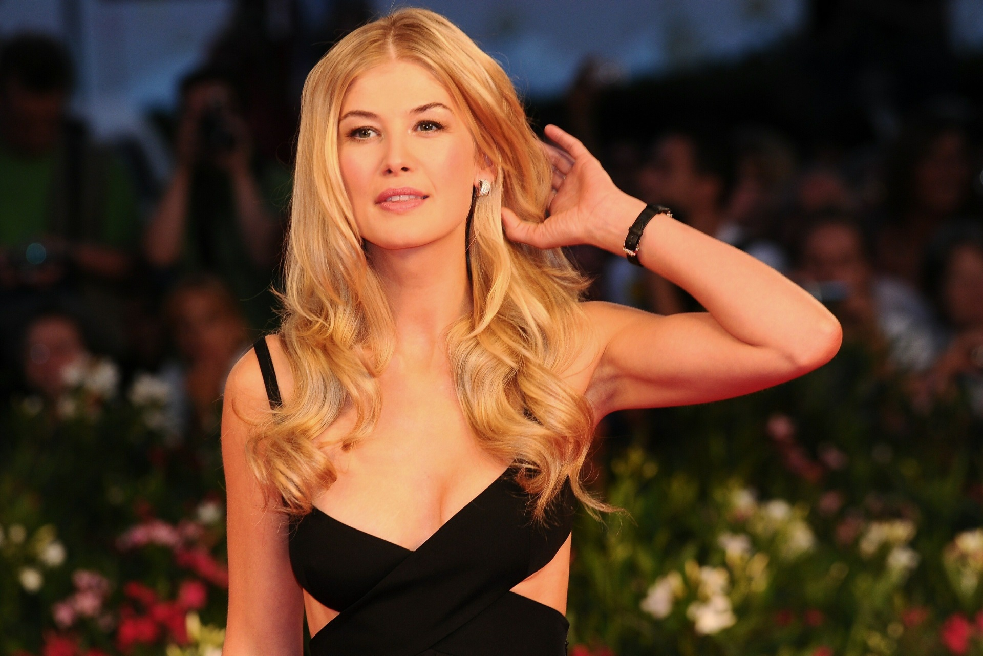 1920x1281 - Rosamund Pike Wallpapers 13