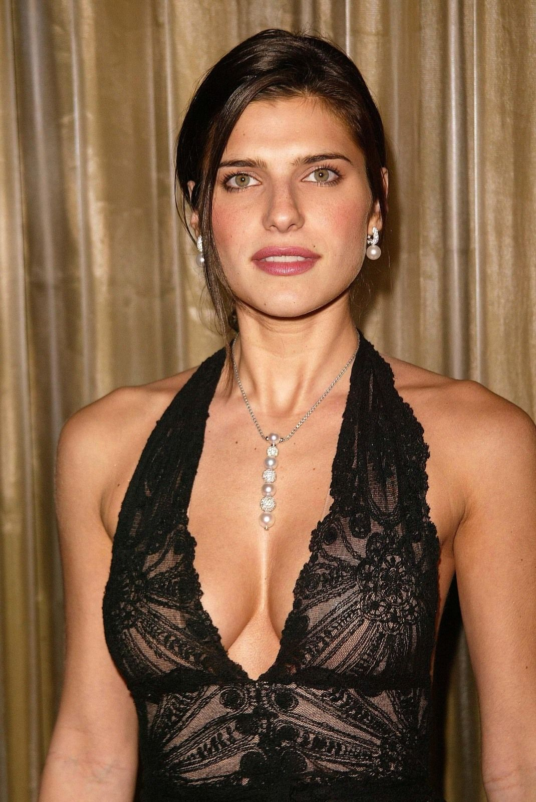 1070x1600 - Lake Bell Wallpapers 32