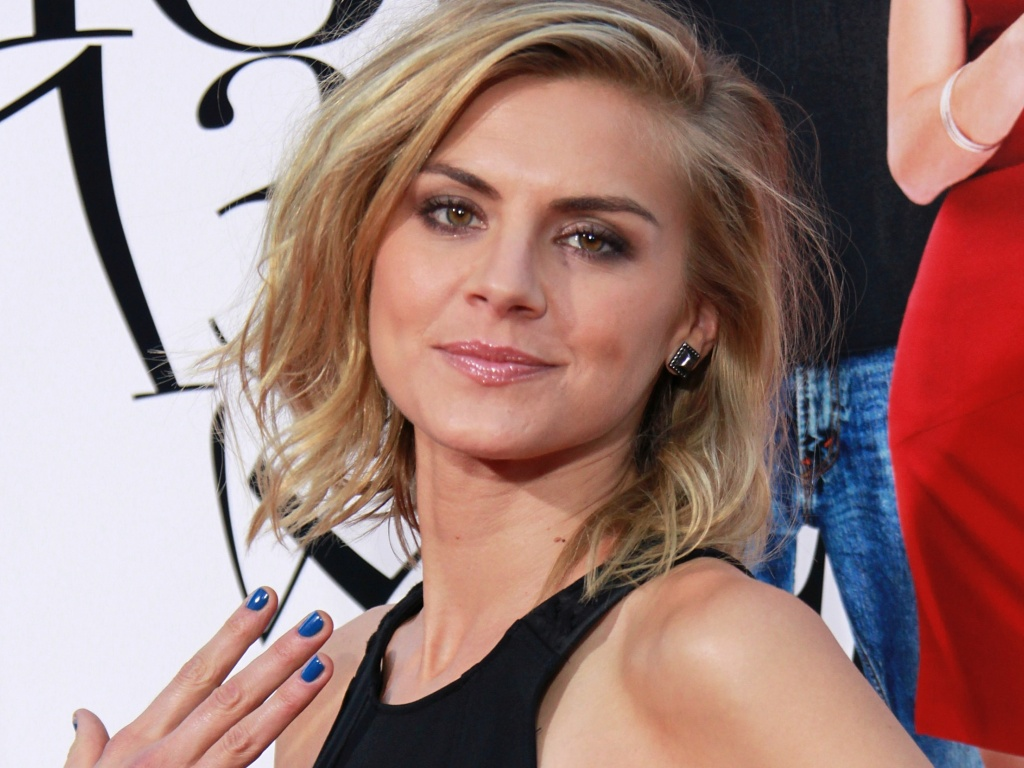 1024x768 - Eliza Coupe Wallpapers 16