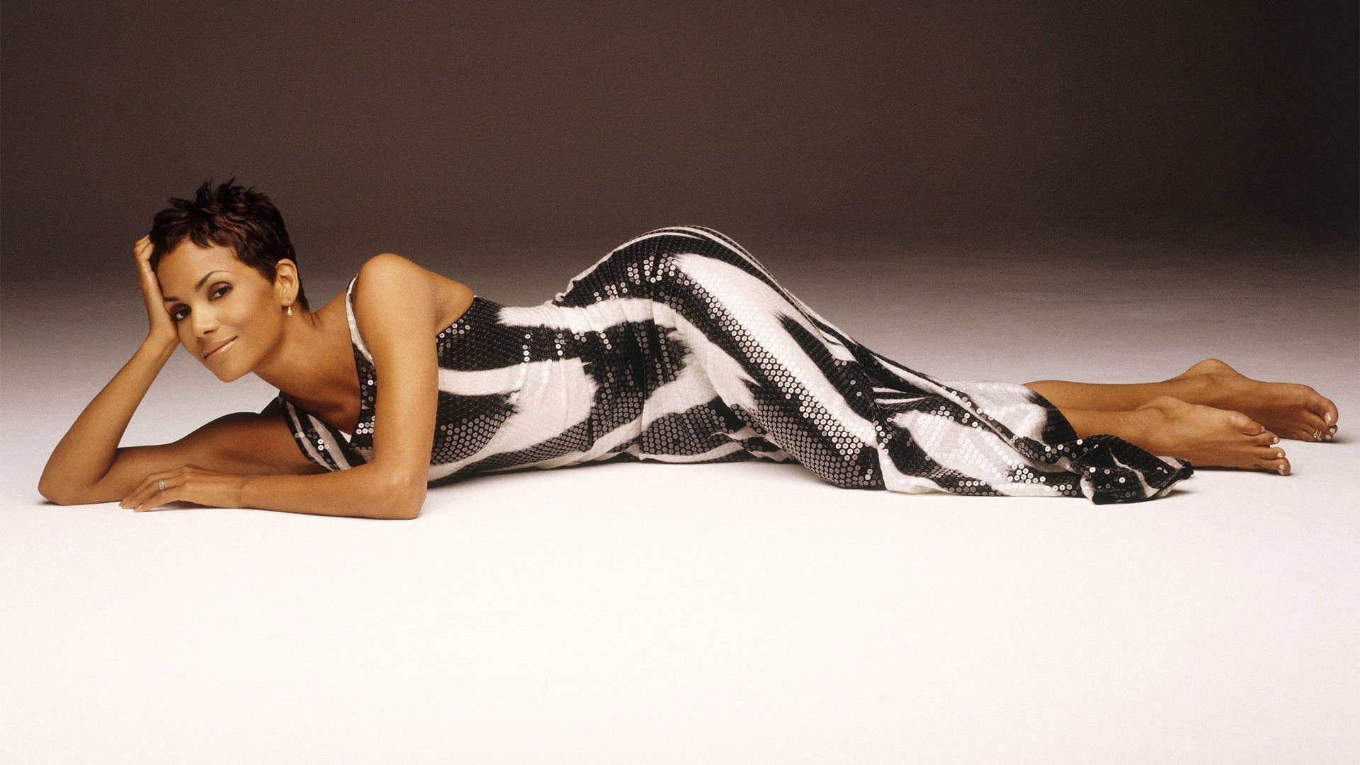 1920x1080 - Halle Berry Wallpapers 19