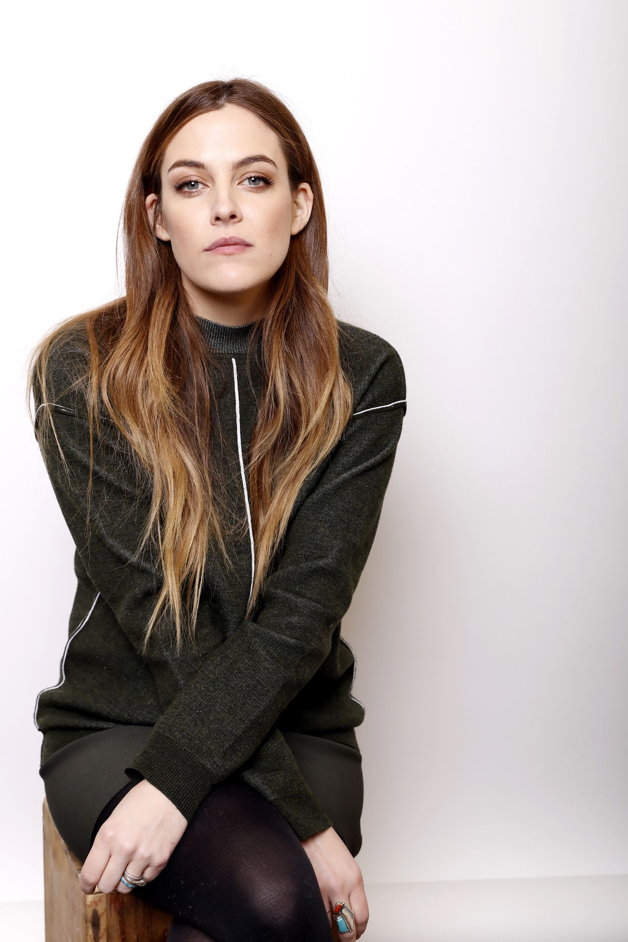 1280x1920 - Riley Keough Wallpapers 30