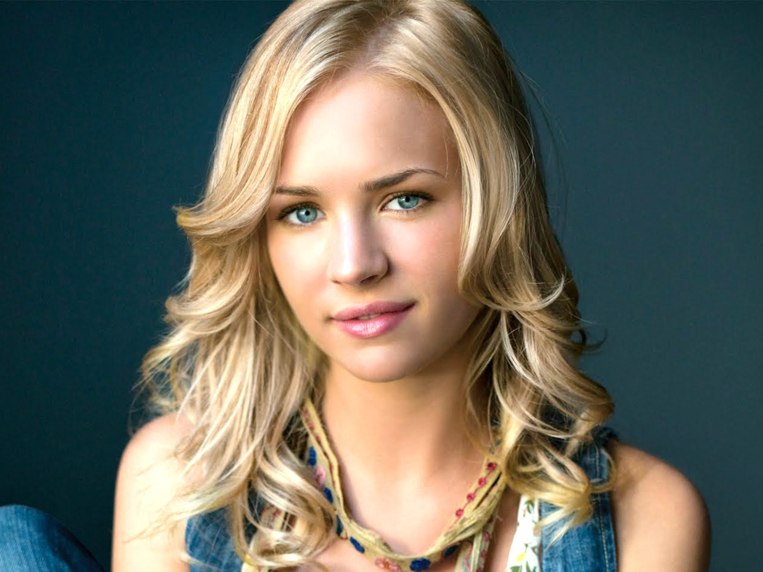 2560x1920 - Brittany Robertson Wallpapers 24