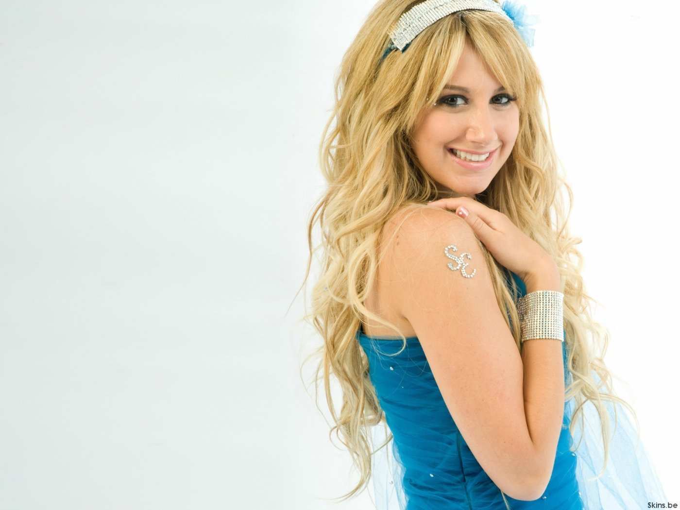 1400x1050 - Ashley Tisdale Wallpapers 3