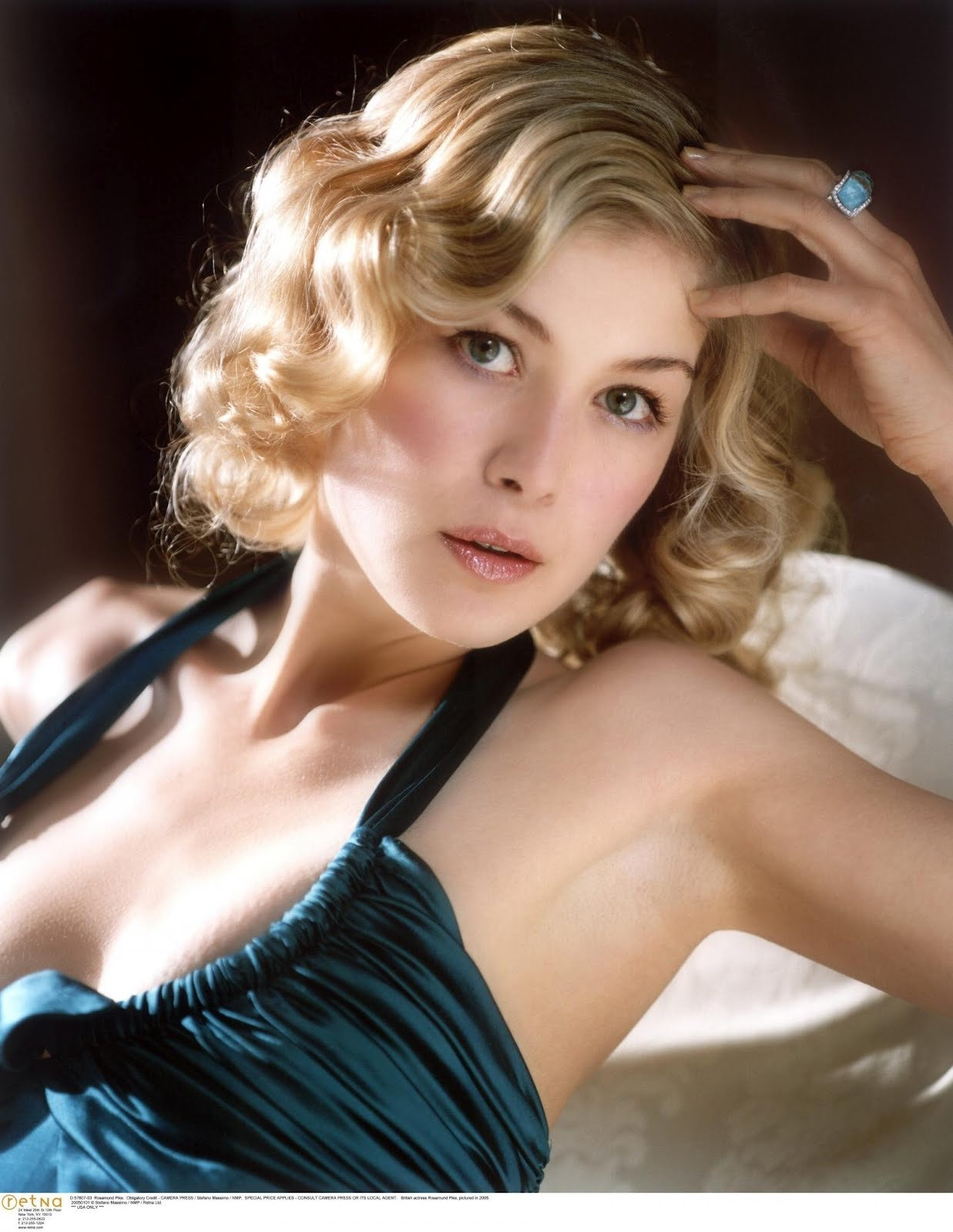 1237x1600 - Rosamund Pike Wallpapers 18