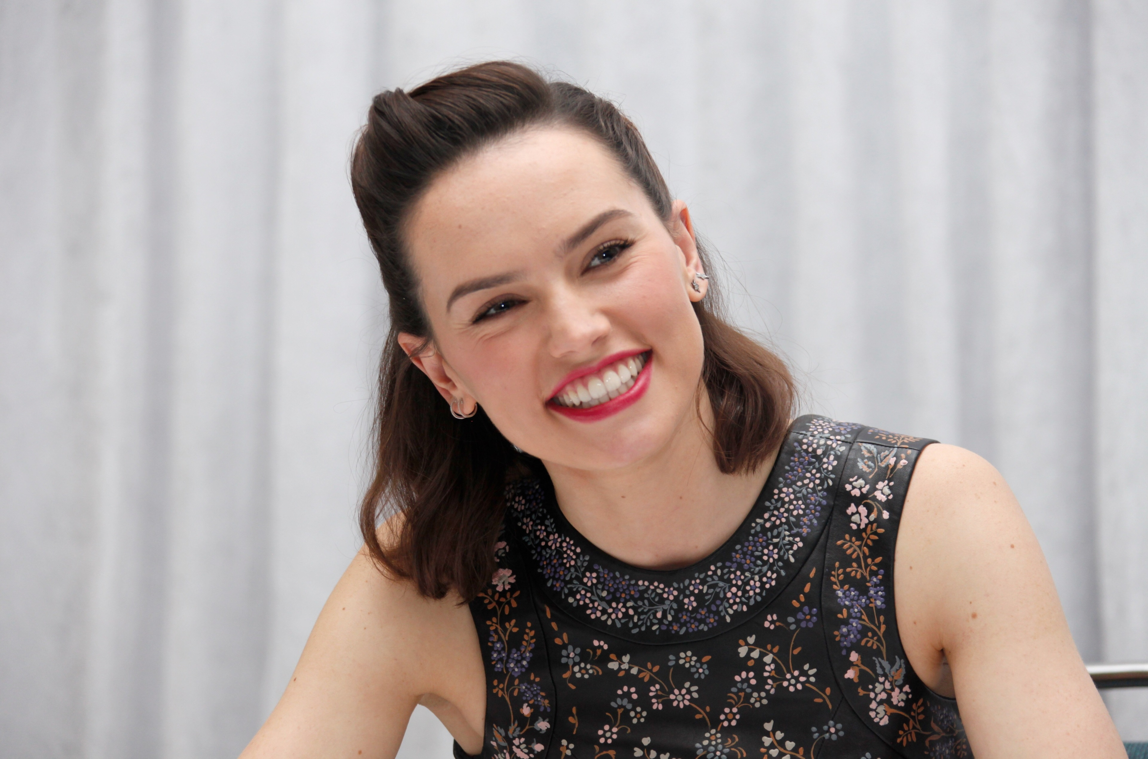 3840x2539 - Daisy Ridley Wallpapers 23