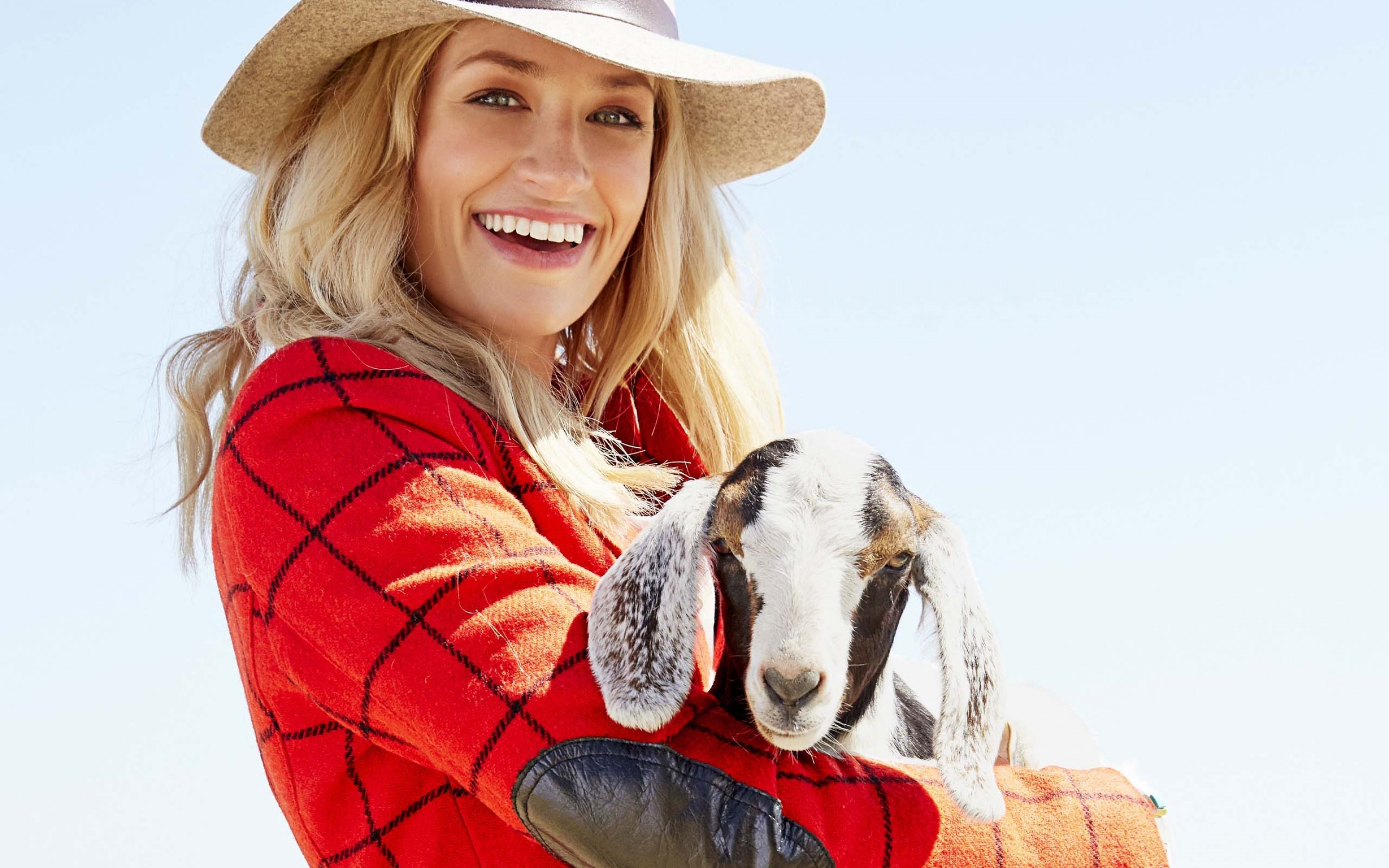 2880x1800 - Beth Behrs Wallpapers 25