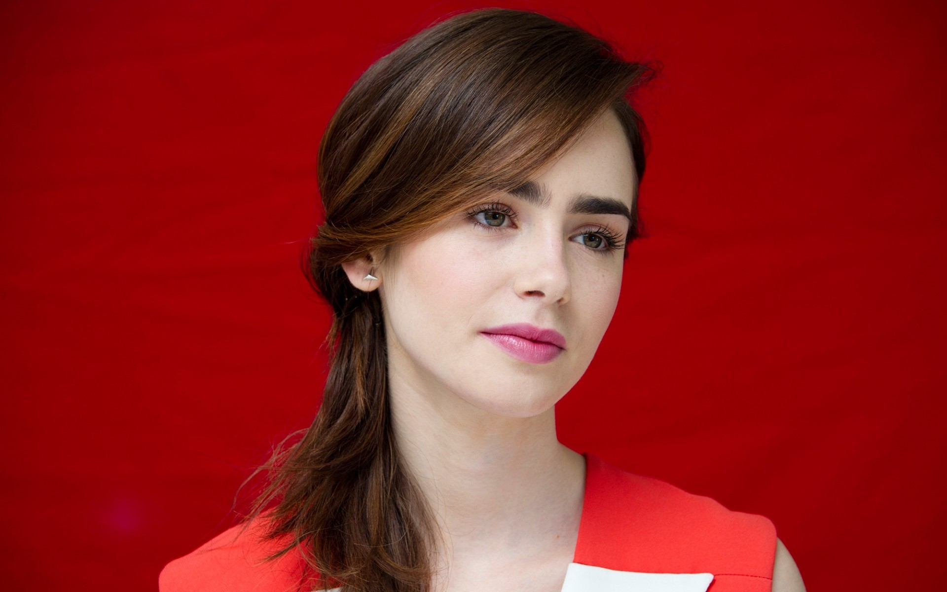 1920x1200 - Lily Collins Wallpapers 25