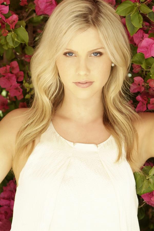 600x896 - Claire Holt Wallpapers 18