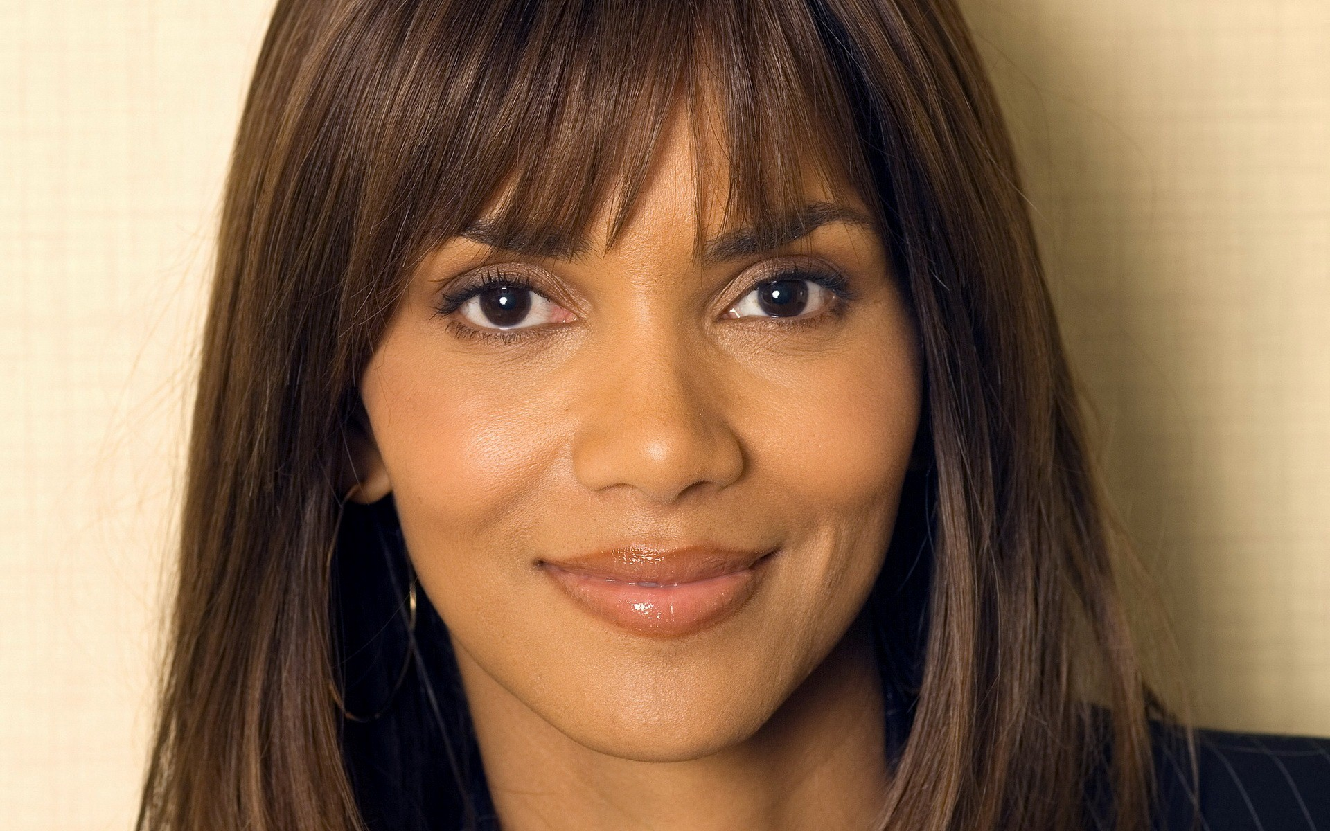 1920x1200 - Halle Berry Wallpapers 7