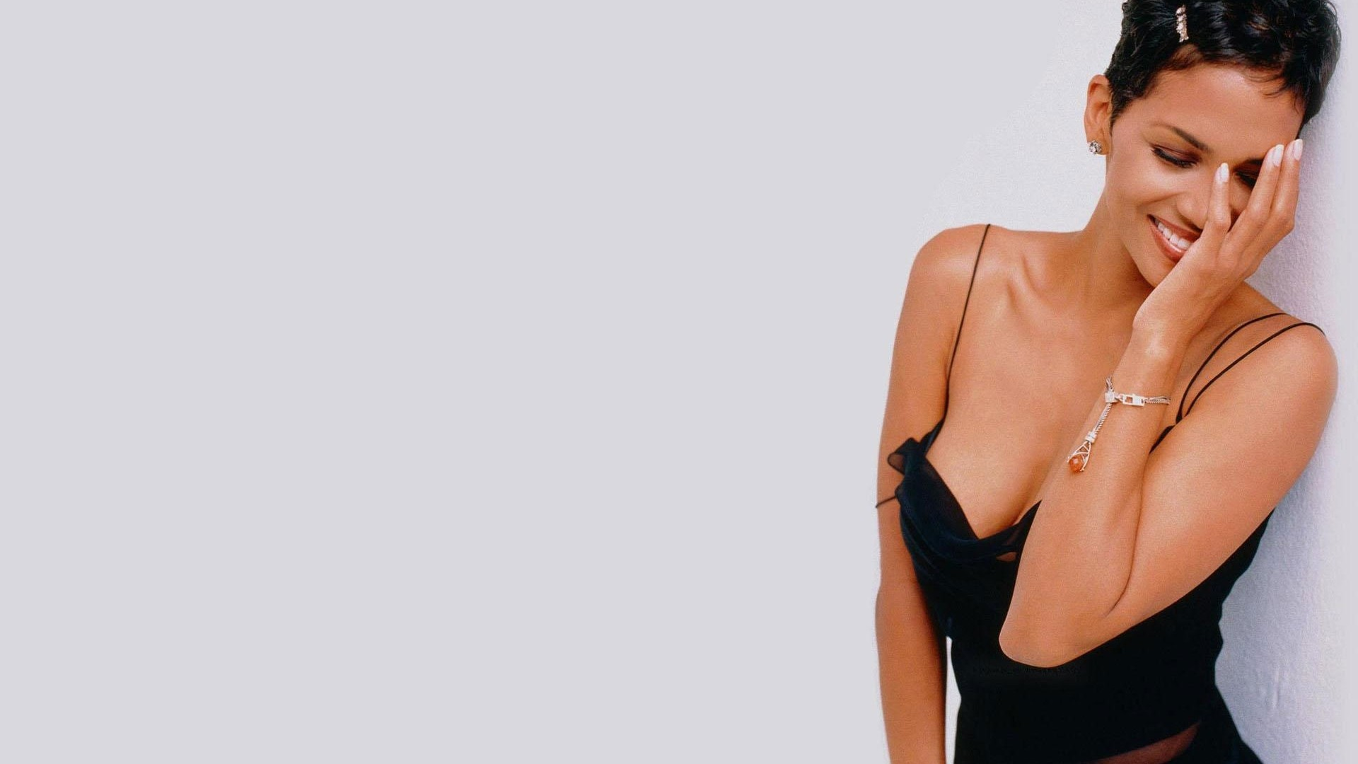1920x1080 - Halle Berry Wallpapers 21