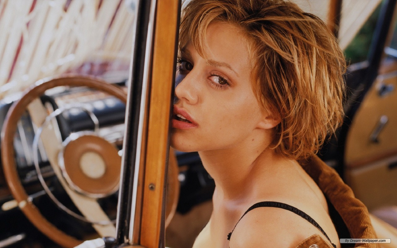 1280x800 - Brittany Murphy Wallpapers 31