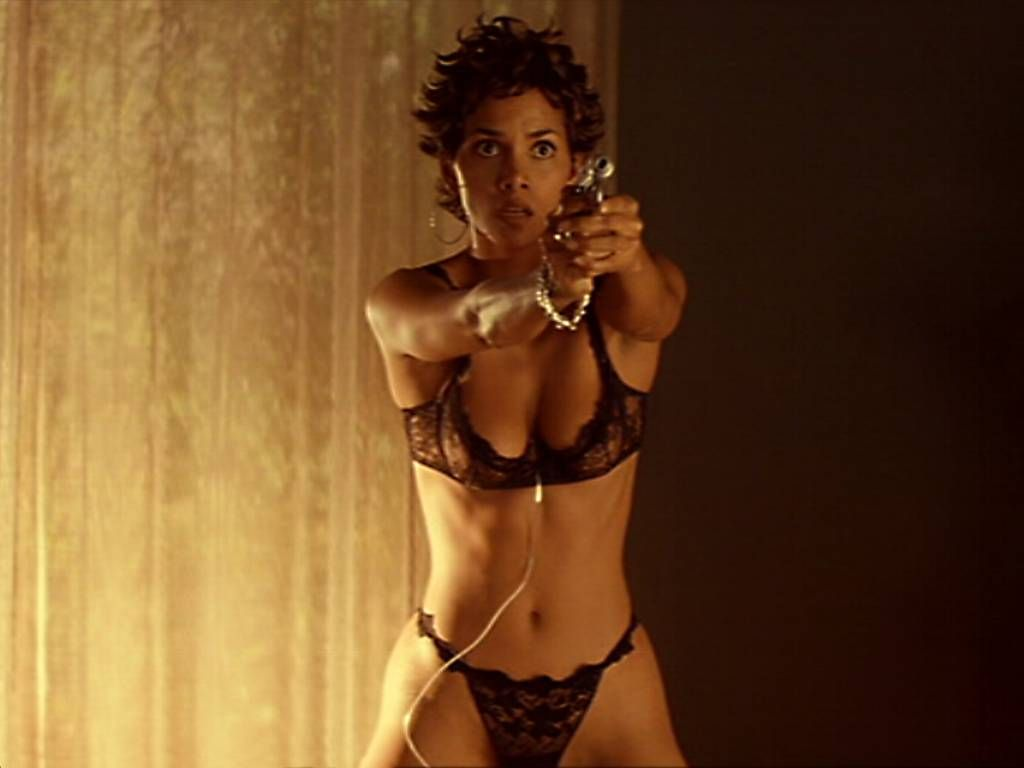 1024x768 - Halle Berry Wallpapers 27