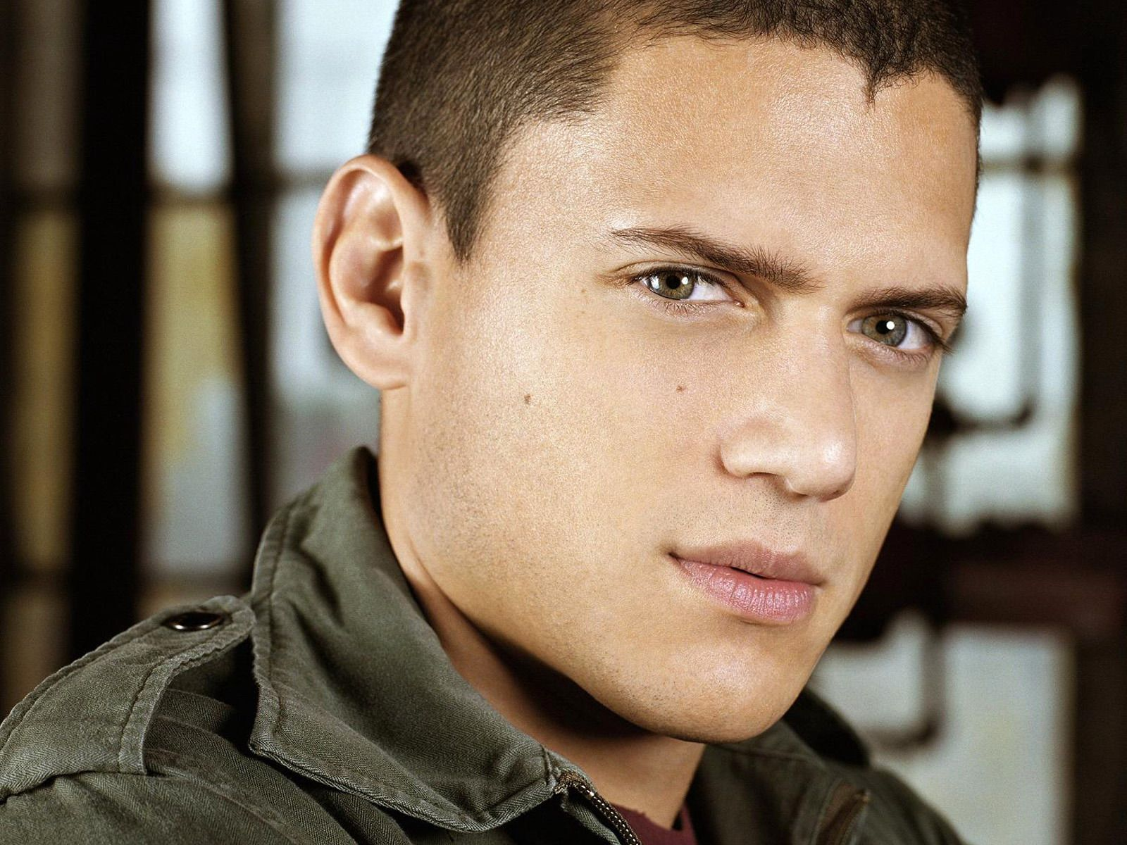 1600x1200 - Wentworth Miller Wallpapers 18