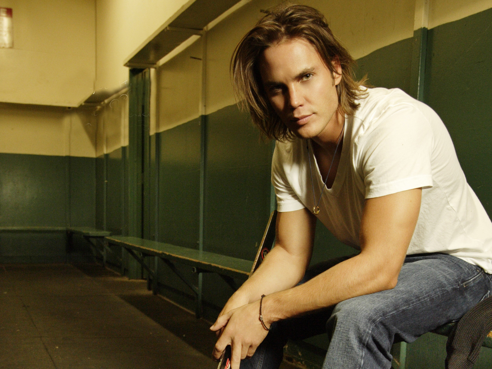 1600x1200 - Taylor Kitsch Wallpapers 3