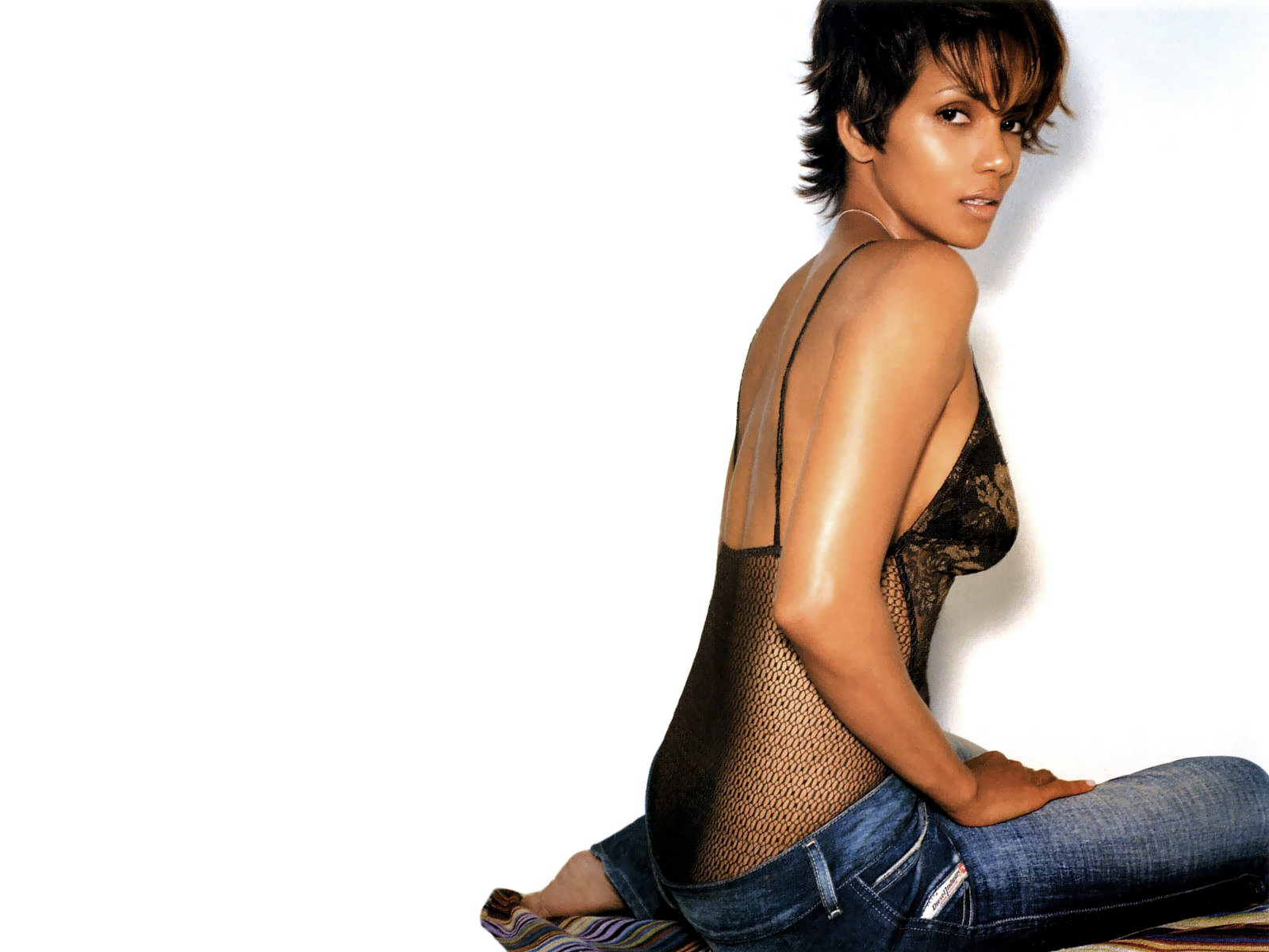1600x1200 - Halle Berry Wallpapers 1