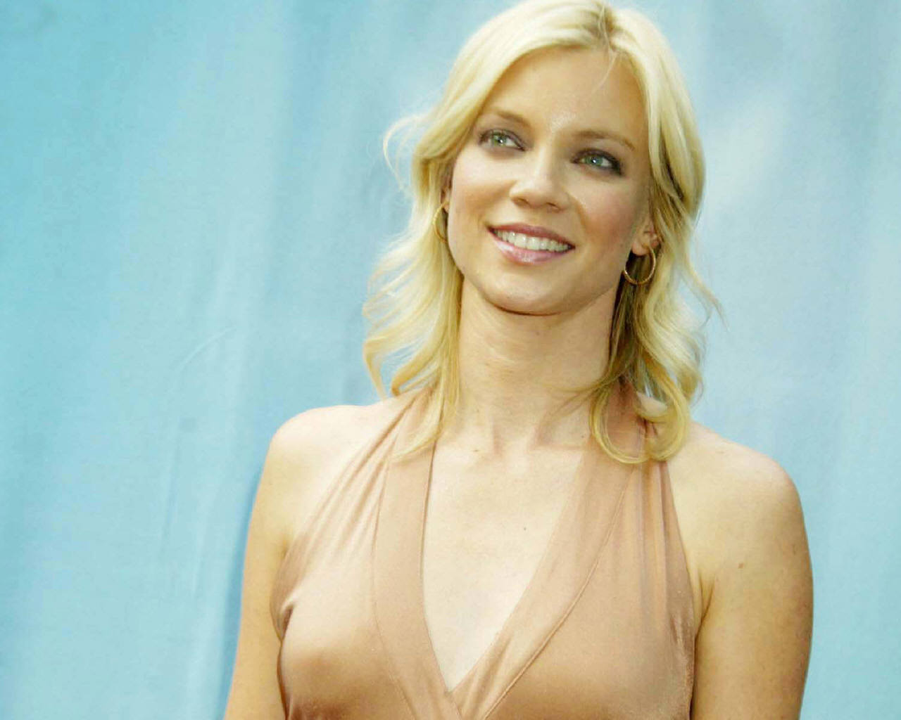 1280x1024 - Amy Smart Wallpapers 7