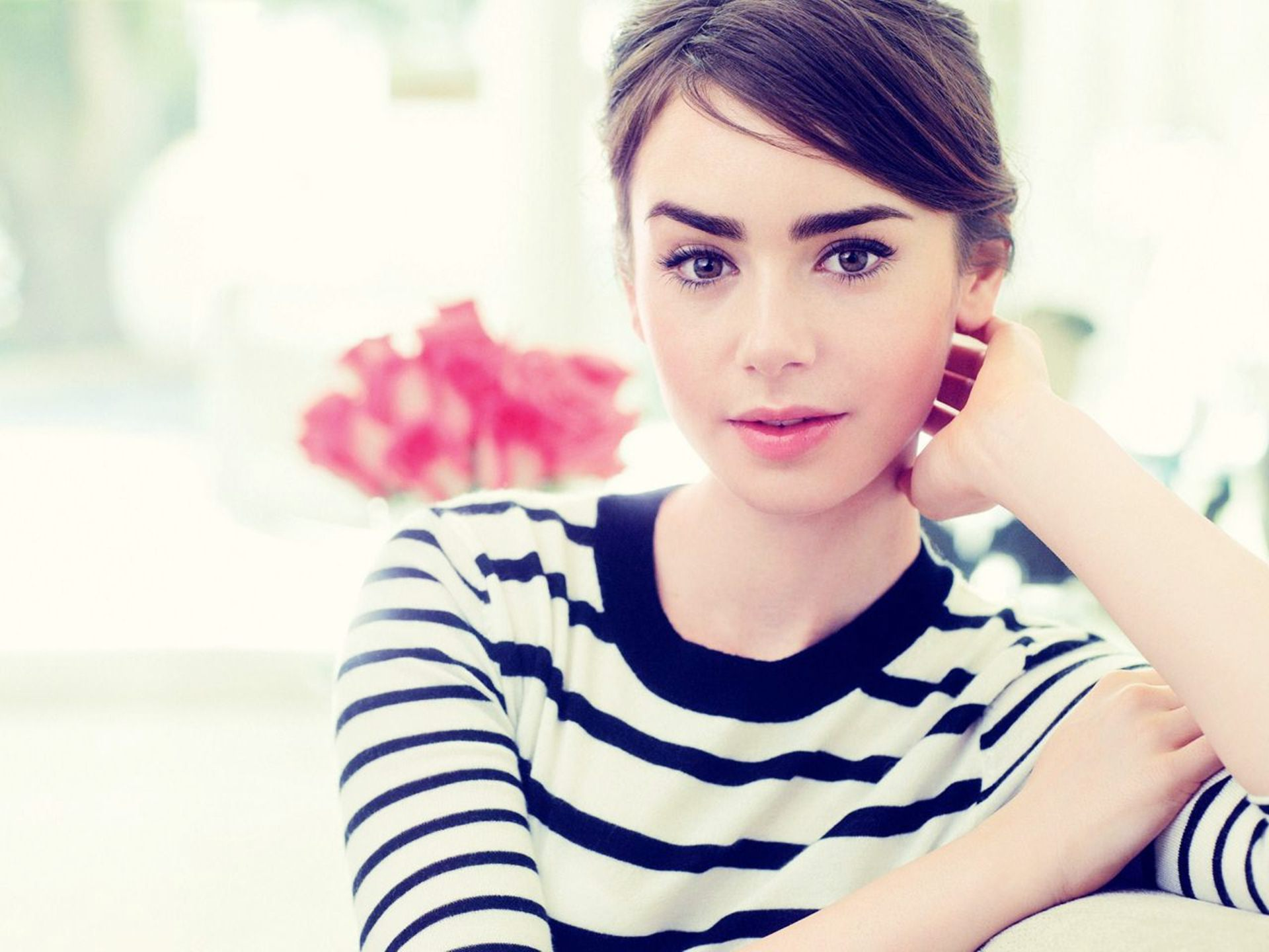 1920x1440 - Lily Collins Wallpapers 16