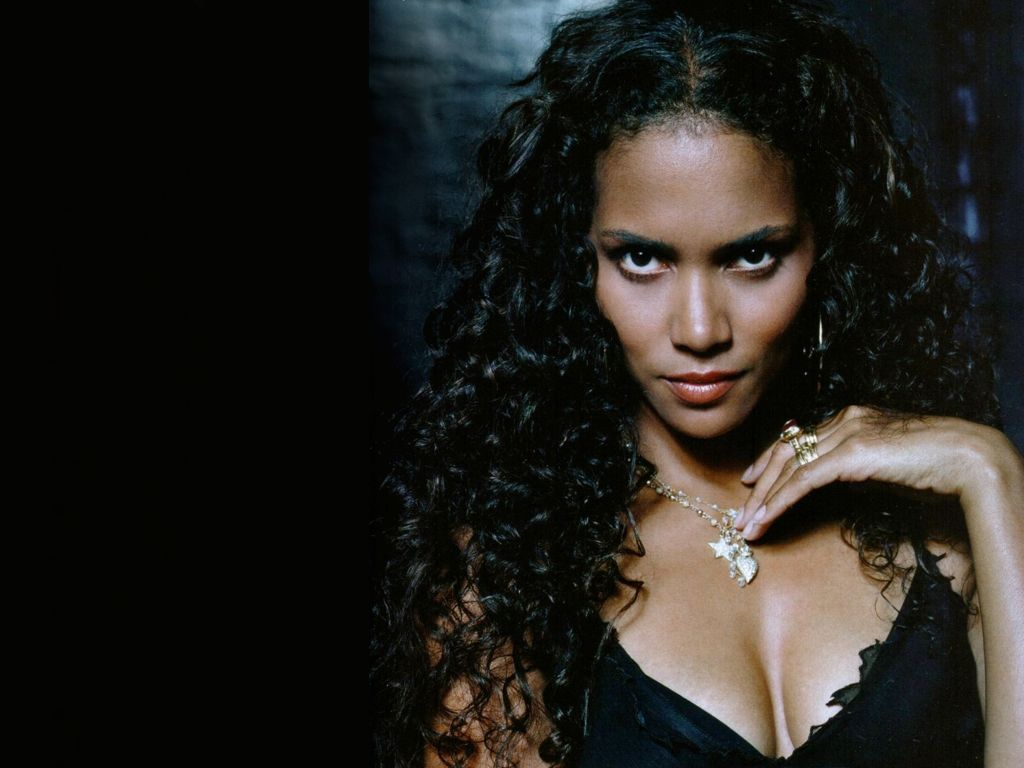 1024x768 - Halle Berry Wallpapers 15